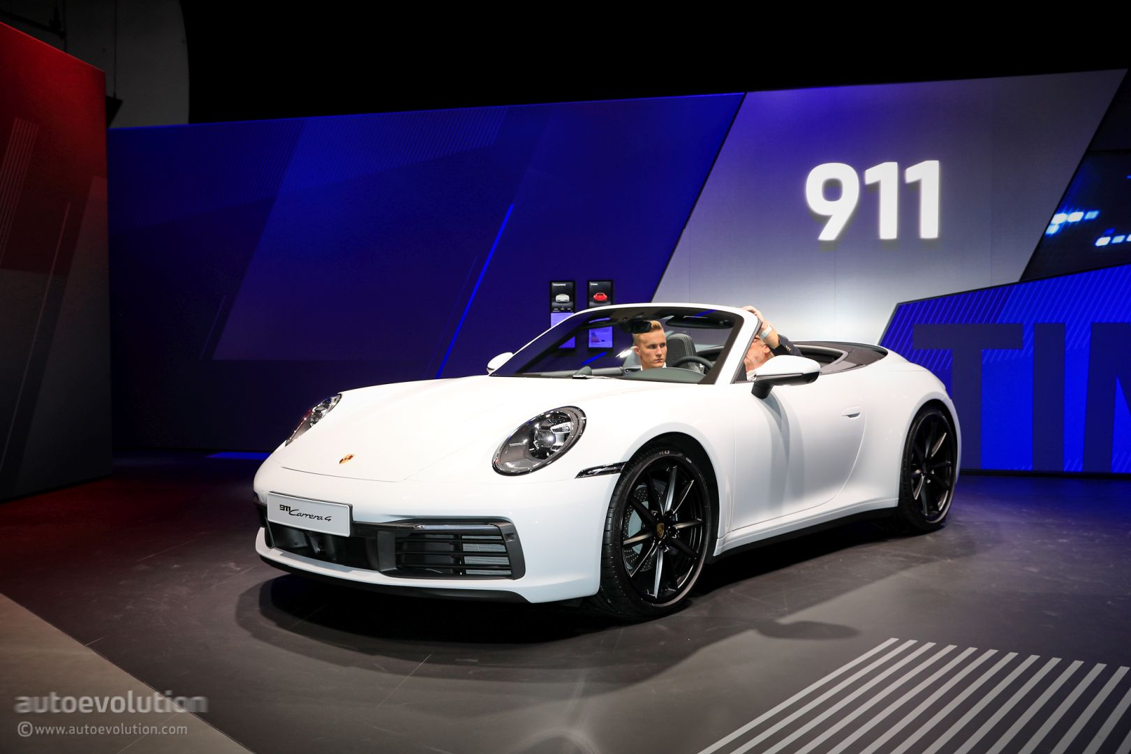 2020 Porsche 911 Carrera 4 Looks Immaculate In White Autoevolution