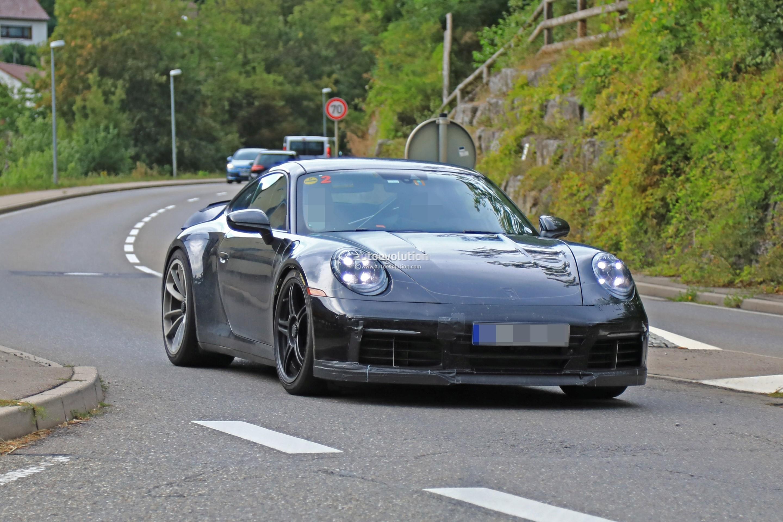 2018 - [Porsche] 911 - Page 8 2020-porsche-911-gt3-spotted-in-traffic-shows-center-lock-wheels_2