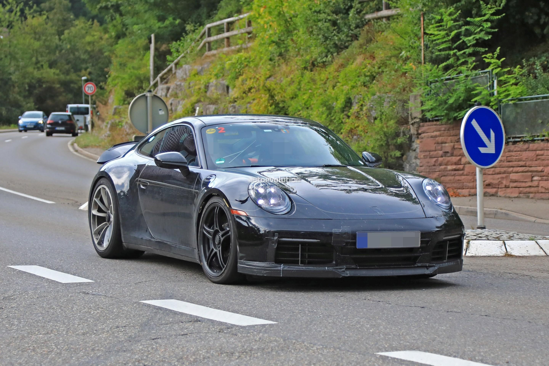 2018 - [Porsche] 911 - Page 8 2020-porsche-911-gt3-spotted-in-traffic-shows-center-lock-wheels_3