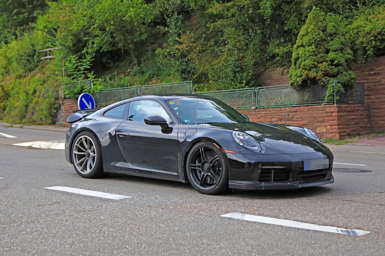 2018 - [Porsche] 911 - Page 8 2020-porsche-911-gt3-spotted-in-traffic-shows-center-lock-wheels_4
