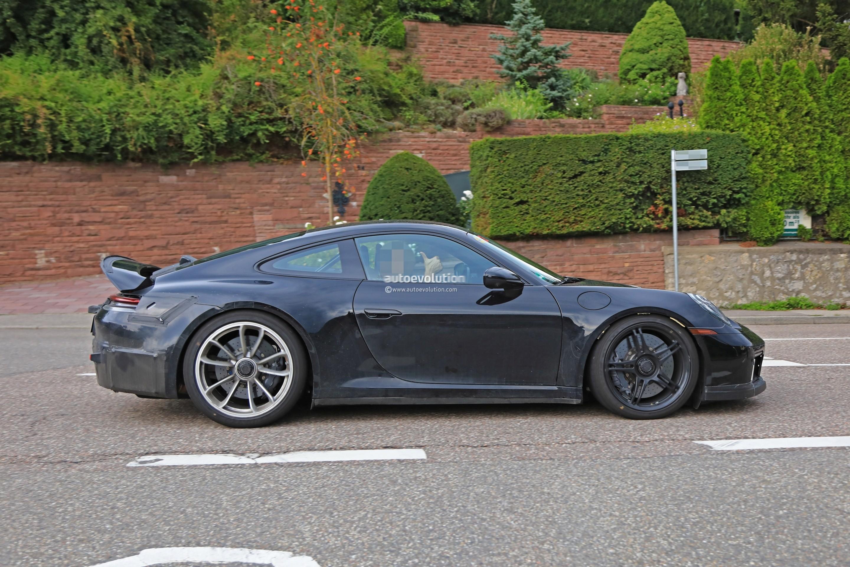 2018 - [Porsche] 911 - Page 8 2020-porsche-911-gt3-spotted-in-traffic-shows-center-lock-wheels_5