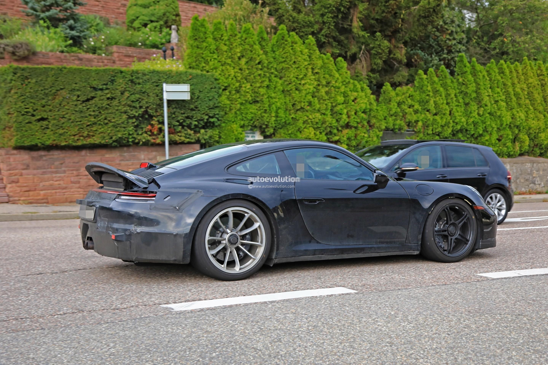 2018 - [Porsche] 911 - Page 8 2020-porsche-911-gt3-spotted-in-traffic-shows-center-lock-wheels_6