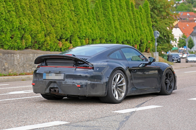 2018 - [Porsche] 911 - Page 8 2020-porsche-911-gt3-spotted-in-traffic-shows-center-lock-wheels_8
