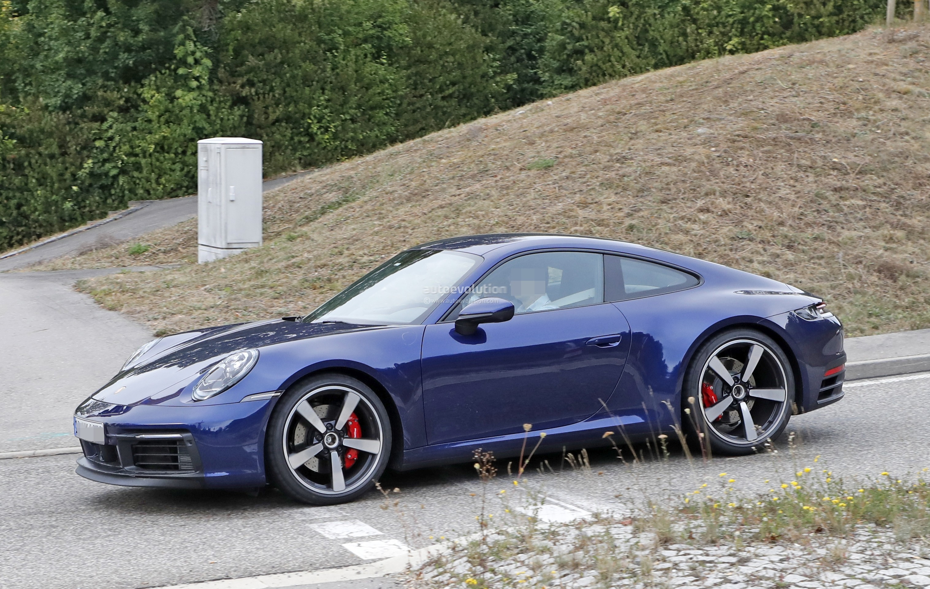 2019 Porsche 718 Cayman GT4 Revealed by Naked Tester, Has