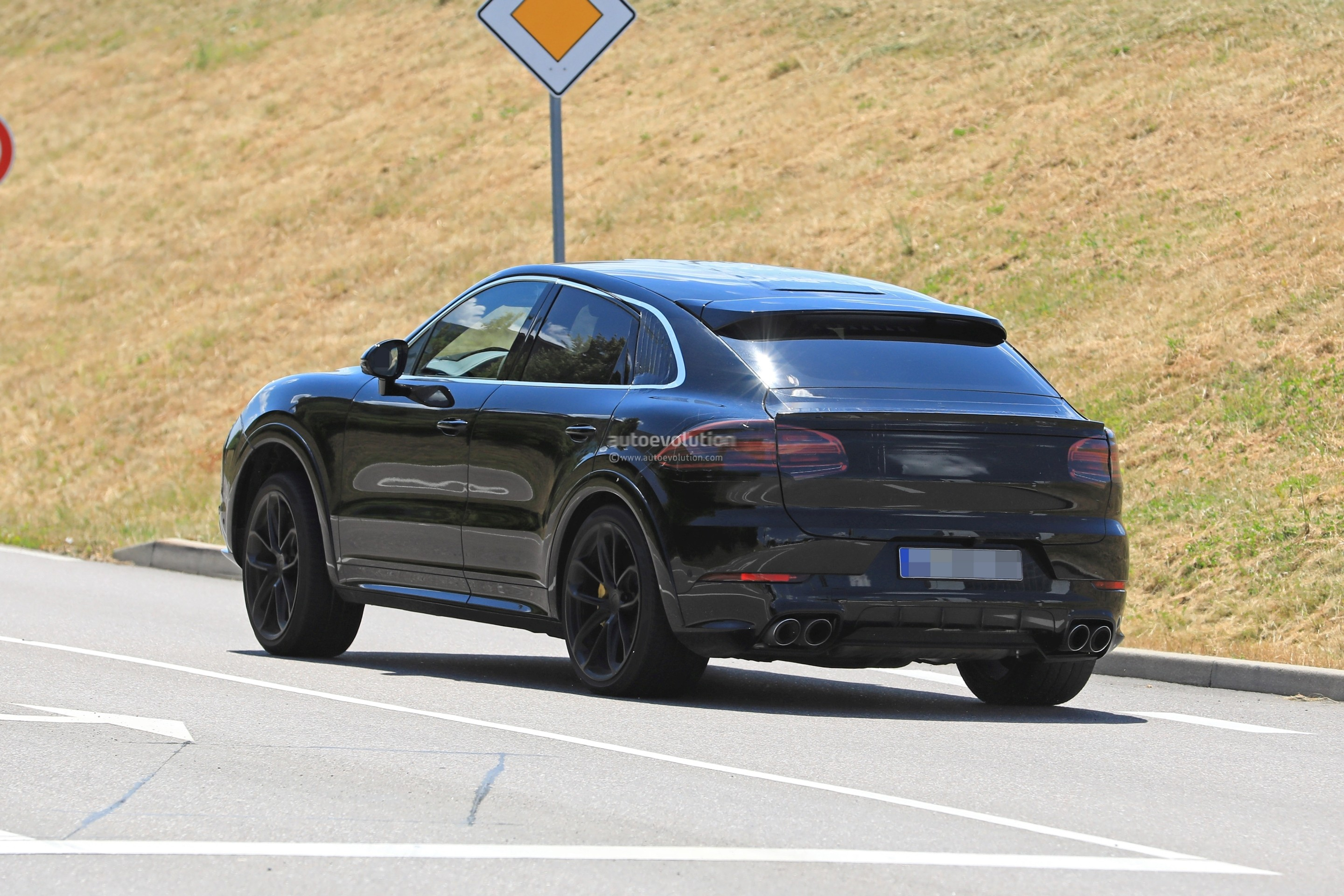 2020 Porsche Cayenne Coupe Turbo Prototype Reveals Svelte Roofline Autoevolution