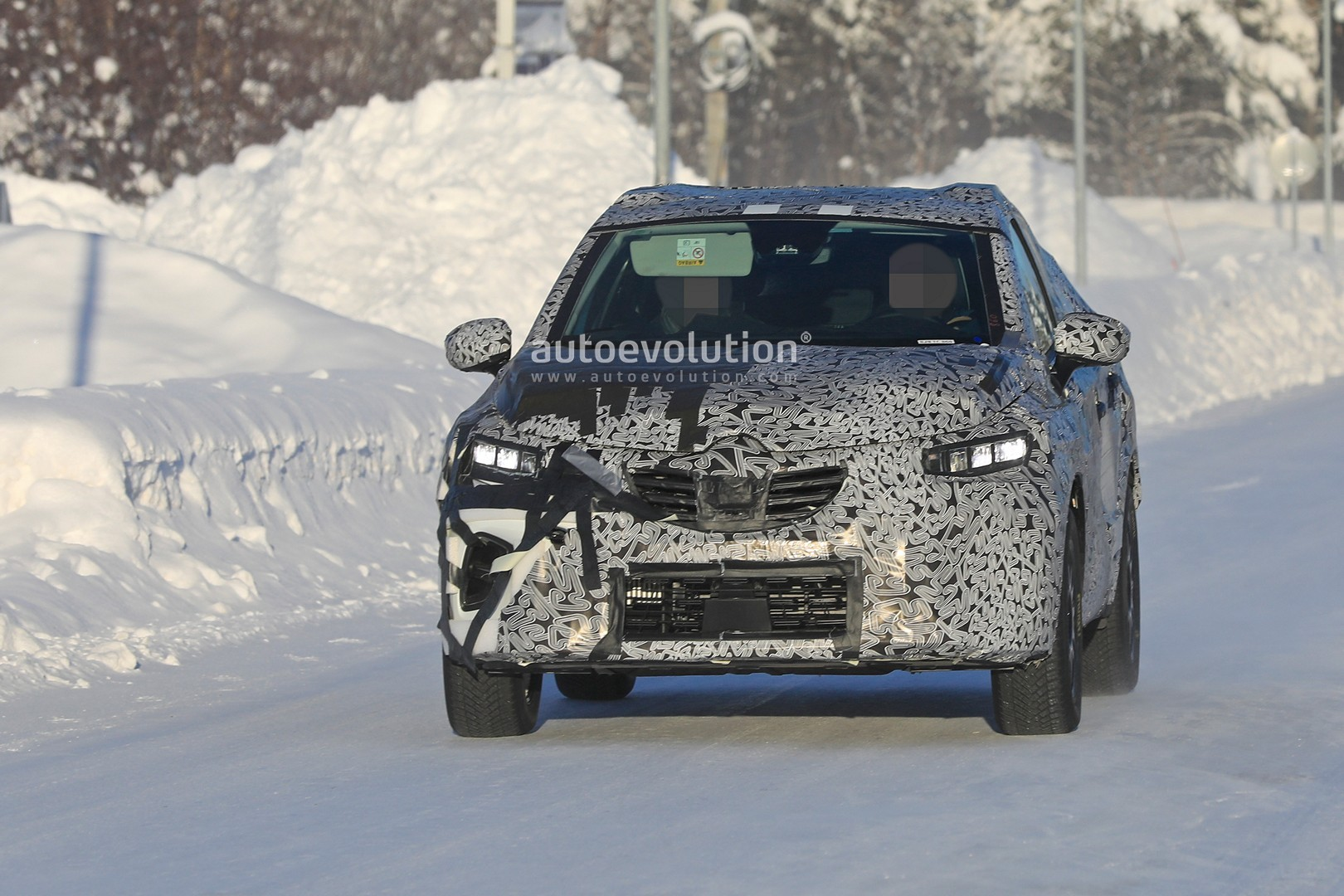 2019 - [Renault]  Captur II [HJB]  - Page 20 2020-renault-captur-spied-undergoing-winter-tests-looks-more-advanced_1