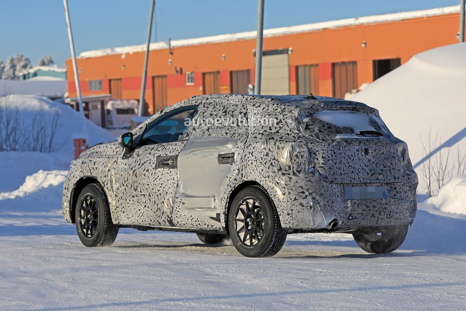 2019 - [Renault]  Captur II [HJB]  - Page 20 2020-renault-captur-spied-undergoing-winter-tests-looks-more-advanced_10