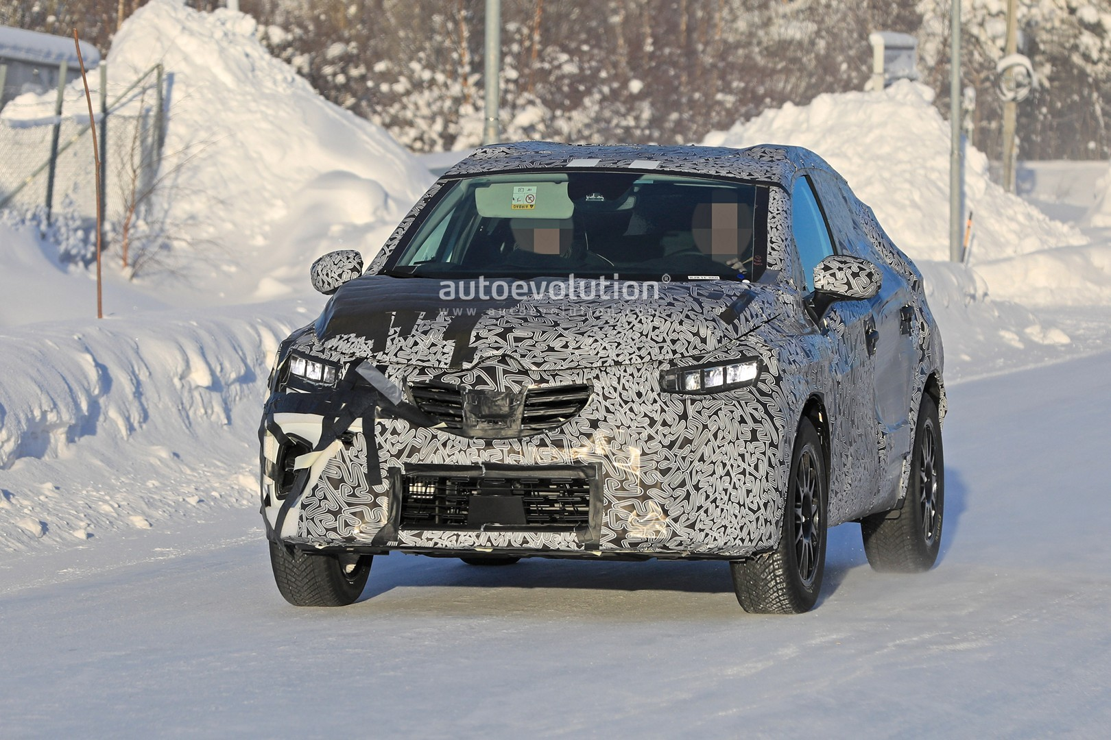2019 - [Renault]  Captur II [HJB]  - Page 20 2020-renault-captur-spied-undergoing-winter-tests-looks-more-advanced_2