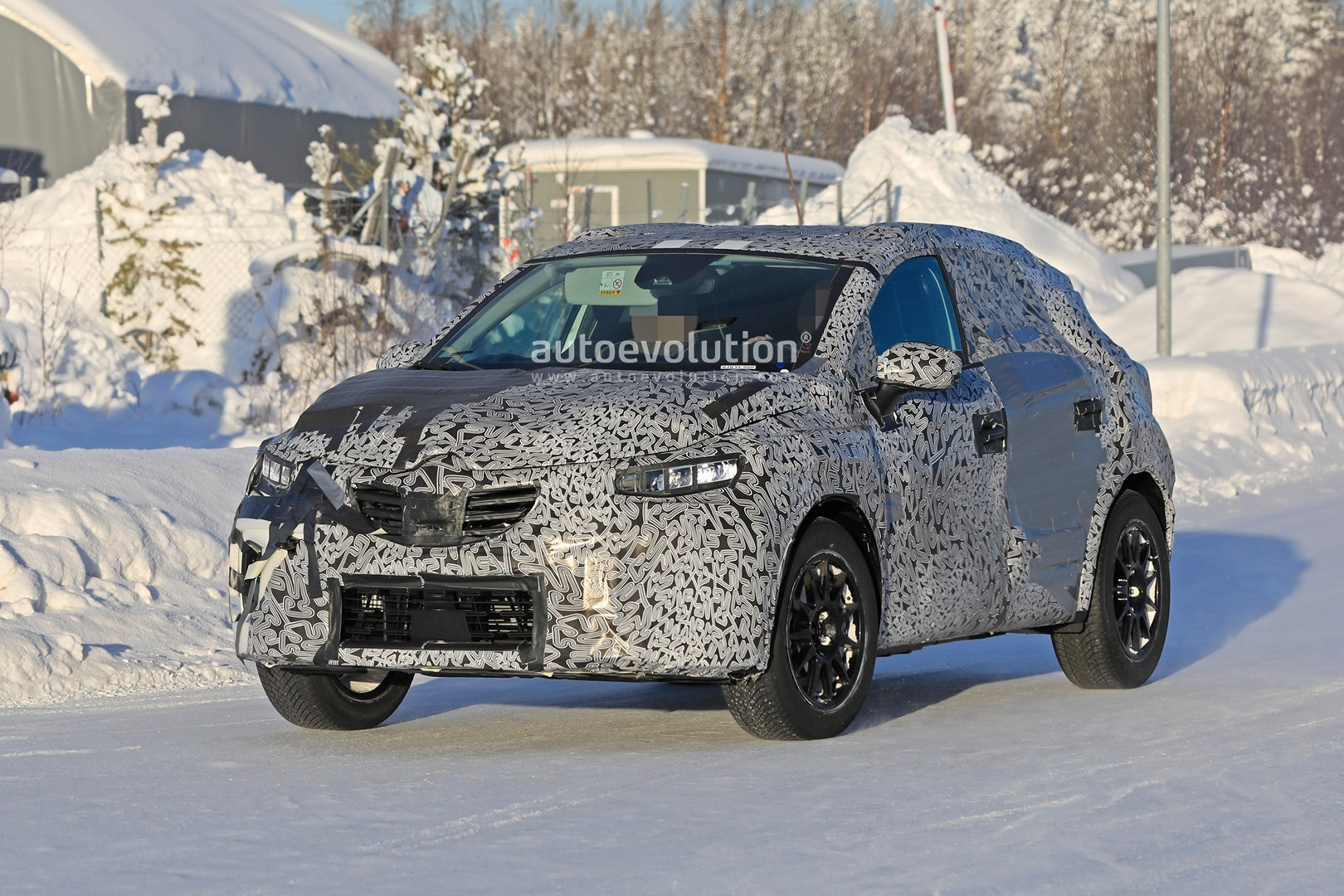 2019 - [Renault]  Captur II [HJB]  - Page 20 2020-renault-captur-spied-undergoing-winter-tests-looks-more-advanced_3