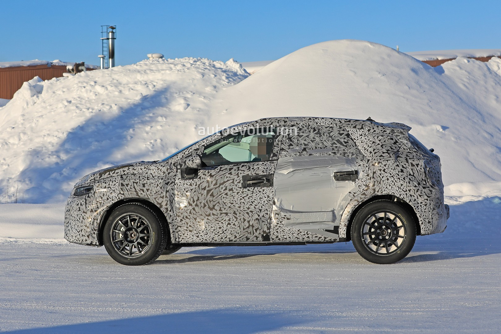 2019 - [Renault]  Captur II [HJB]  - Page 20 2020-renault-captur-spied-undergoing-winter-tests-looks-more-advanced_7