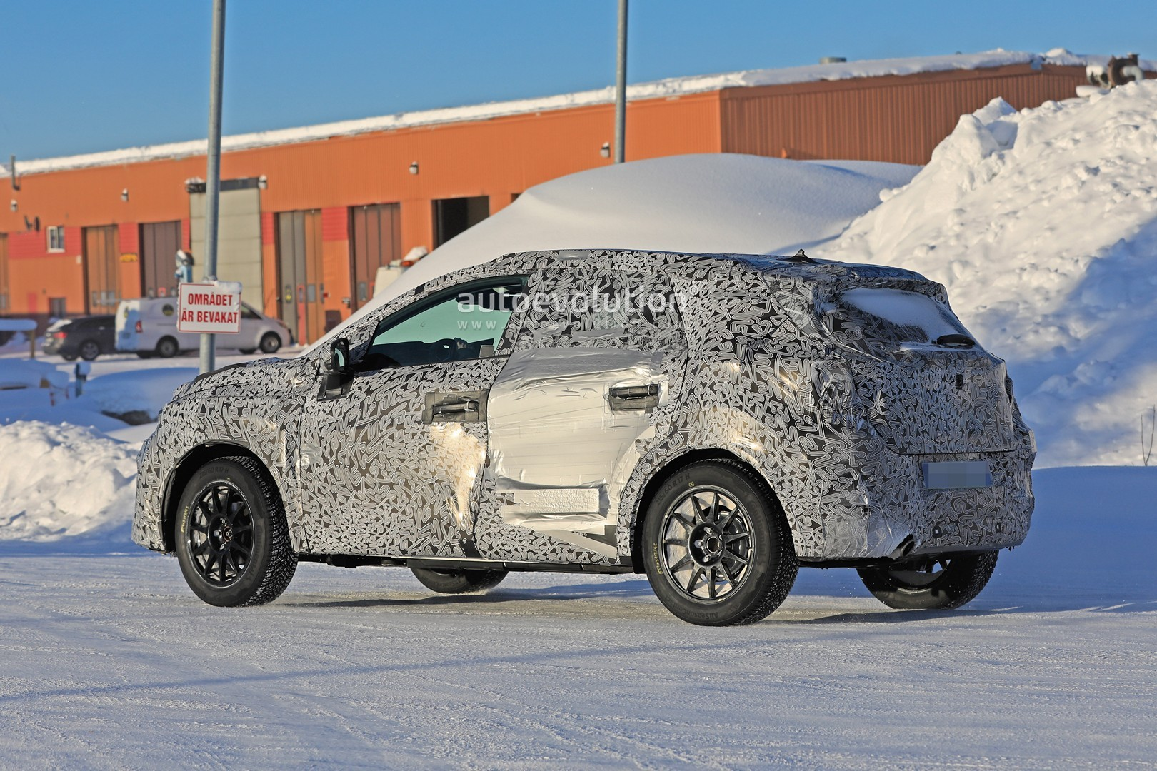 2019 - [Renault]  Captur II [HJB]  - Page 20 2020-renault-captur-spied-undergoing-winter-tests-looks-more-advanced_9