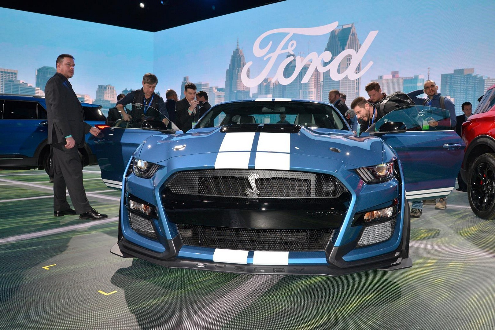 2020 Shelby GT500 Drops into Detroit With Carbon Wheels - autoevolution