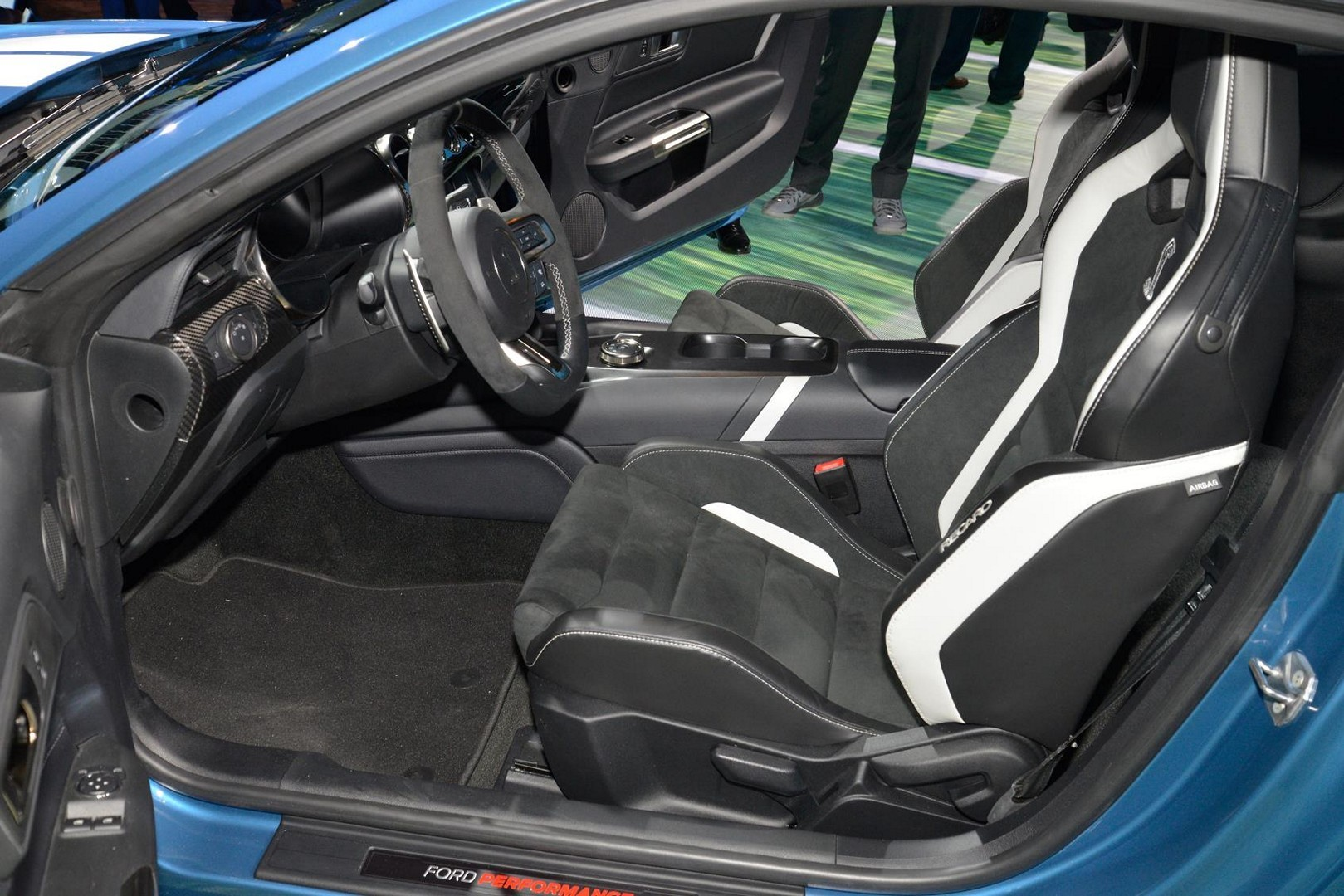 2020 Shelby GT500 Drops into Detroit With Carbon Wheels ...