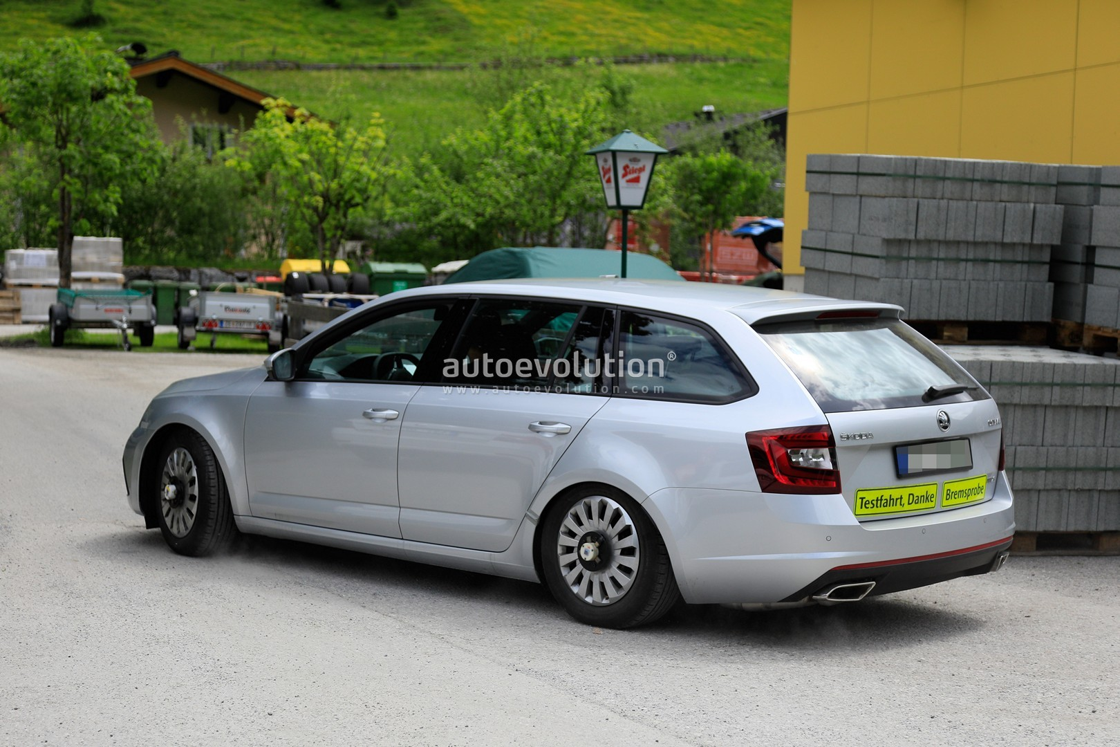 Skoda Superb Facelift 2018 >> 2020 Skoda Octavia Chassis Testing Mule Spied for First Time, Is a Lowered RS - autoevolution