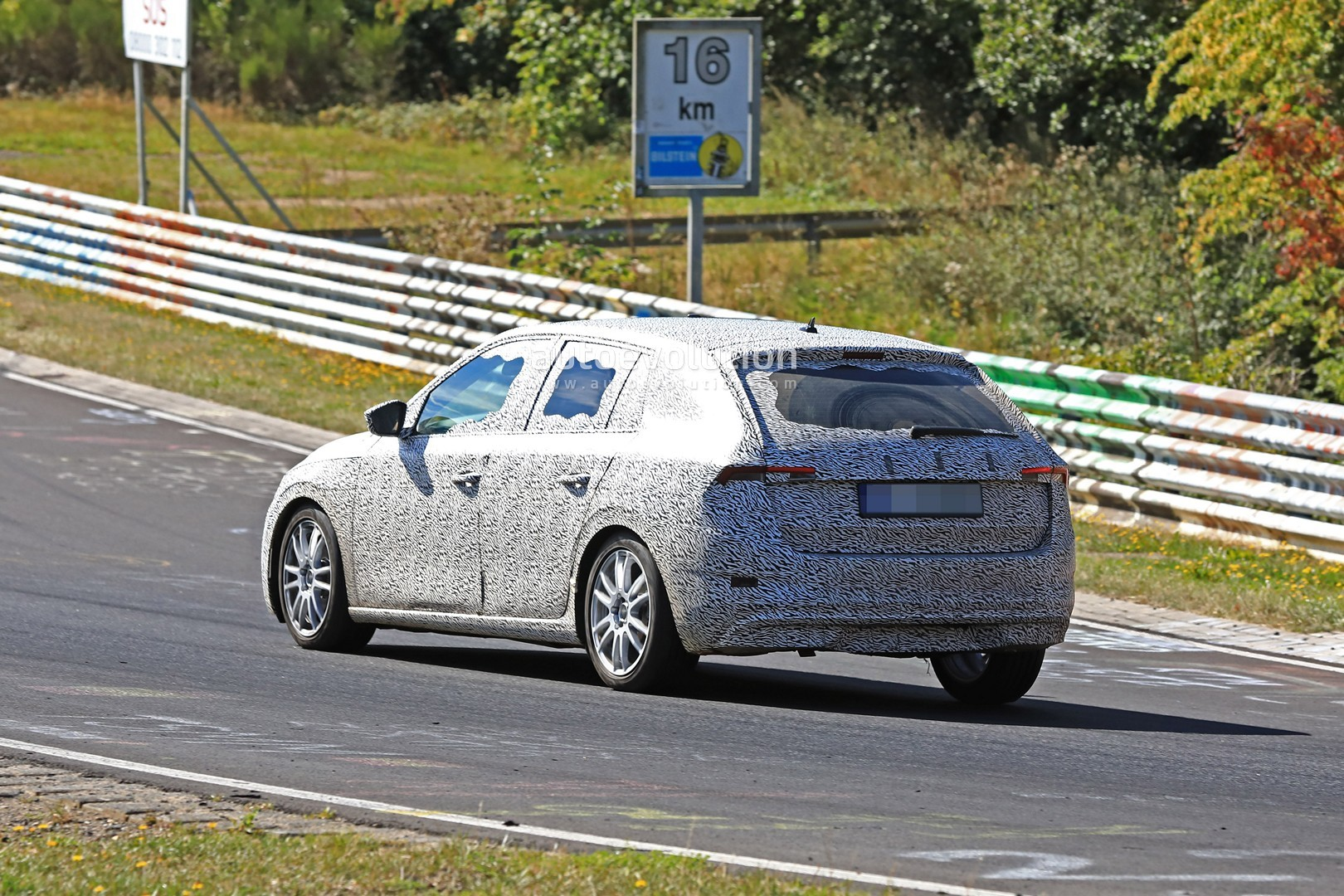 2020 Skoda Rapid Might Get RS Version, Looks Like Vision RS at Nurburgring - autoevolution