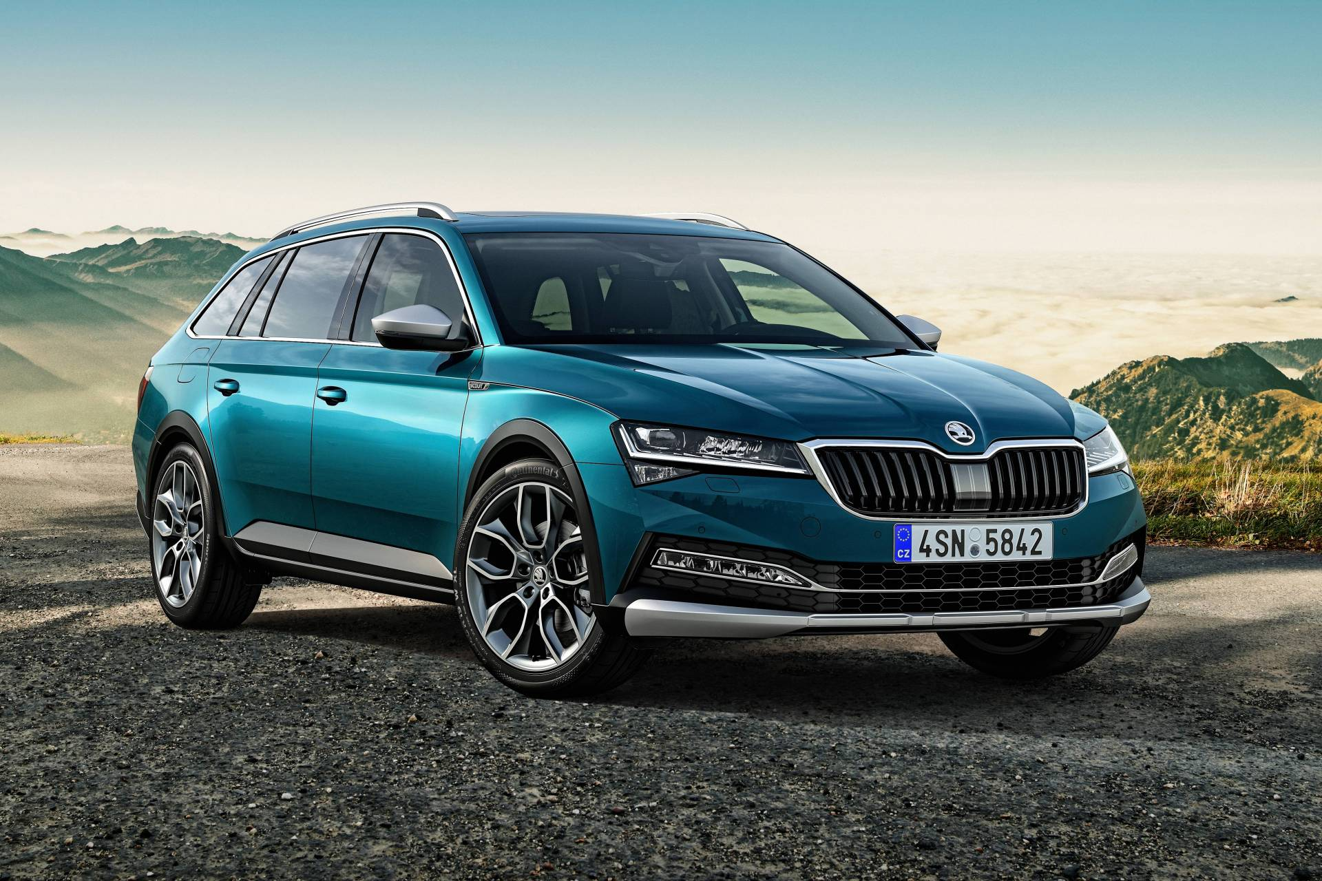 There's a new Skoda Superb, and it's hybrid