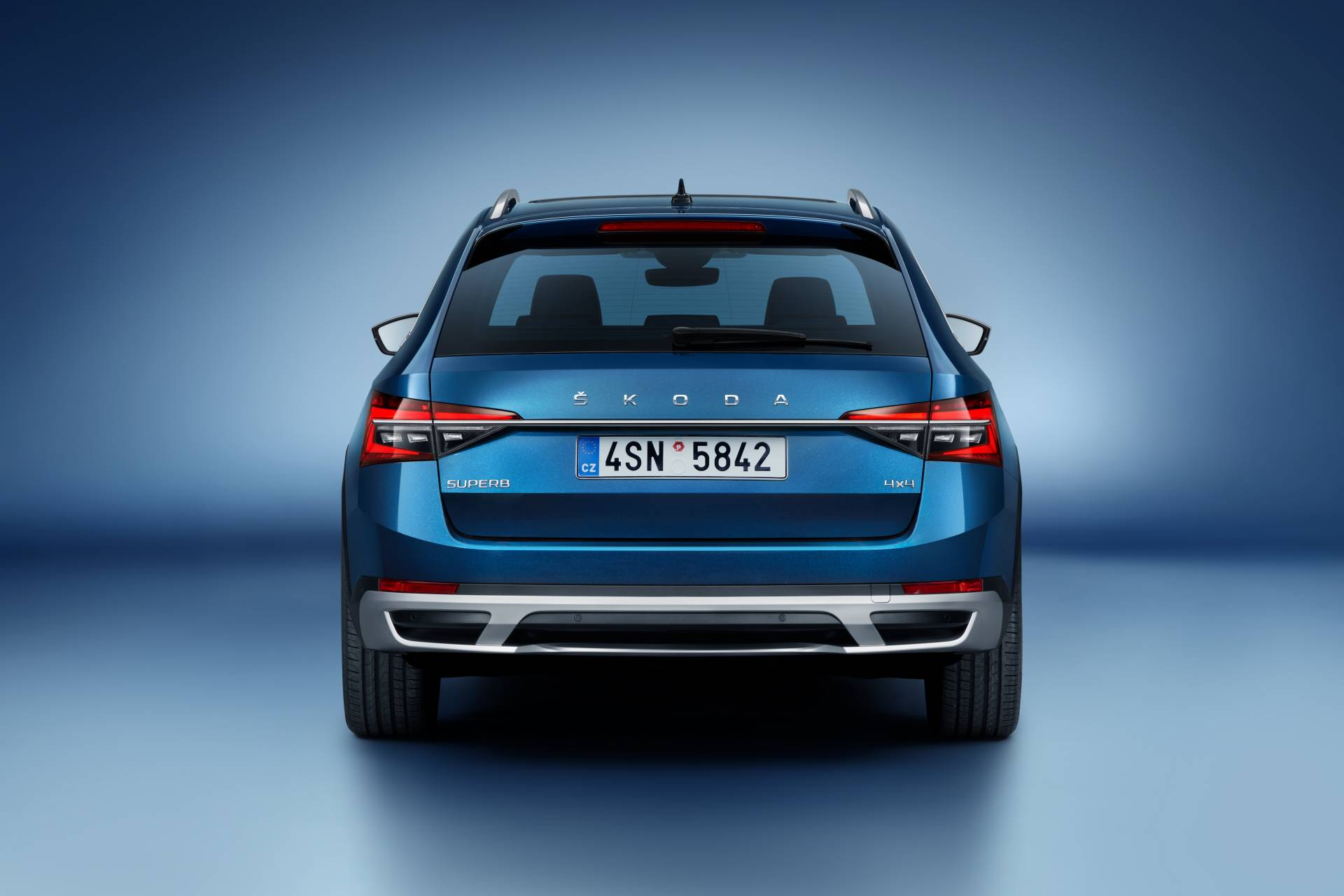 2020 Skoda Superb Scout Debuts, Is the Anti-SUV With Wood ...
