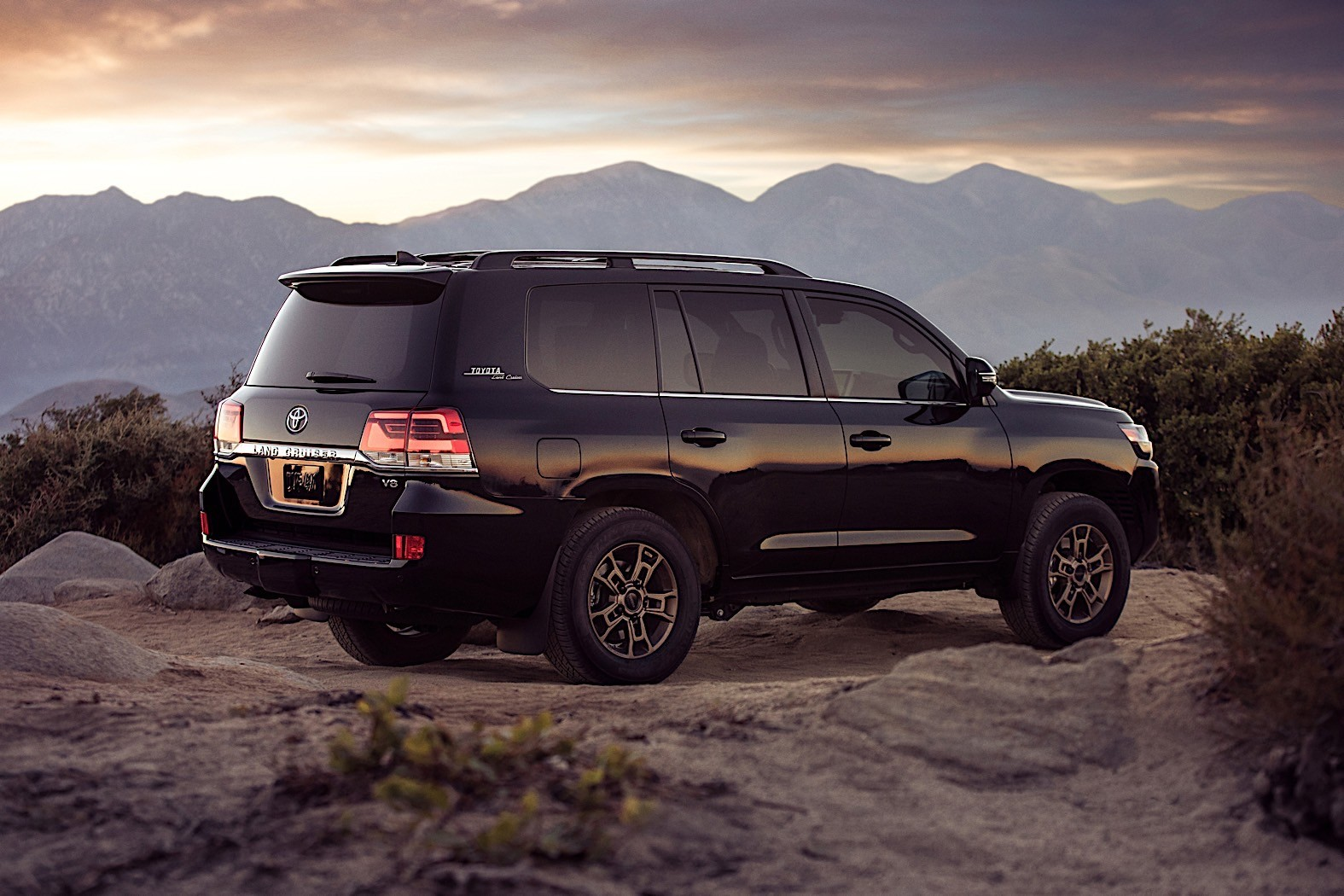 Toyota Land Cruiser Heritage Edition Is One Shade Away From Pitch Black Autoevolution