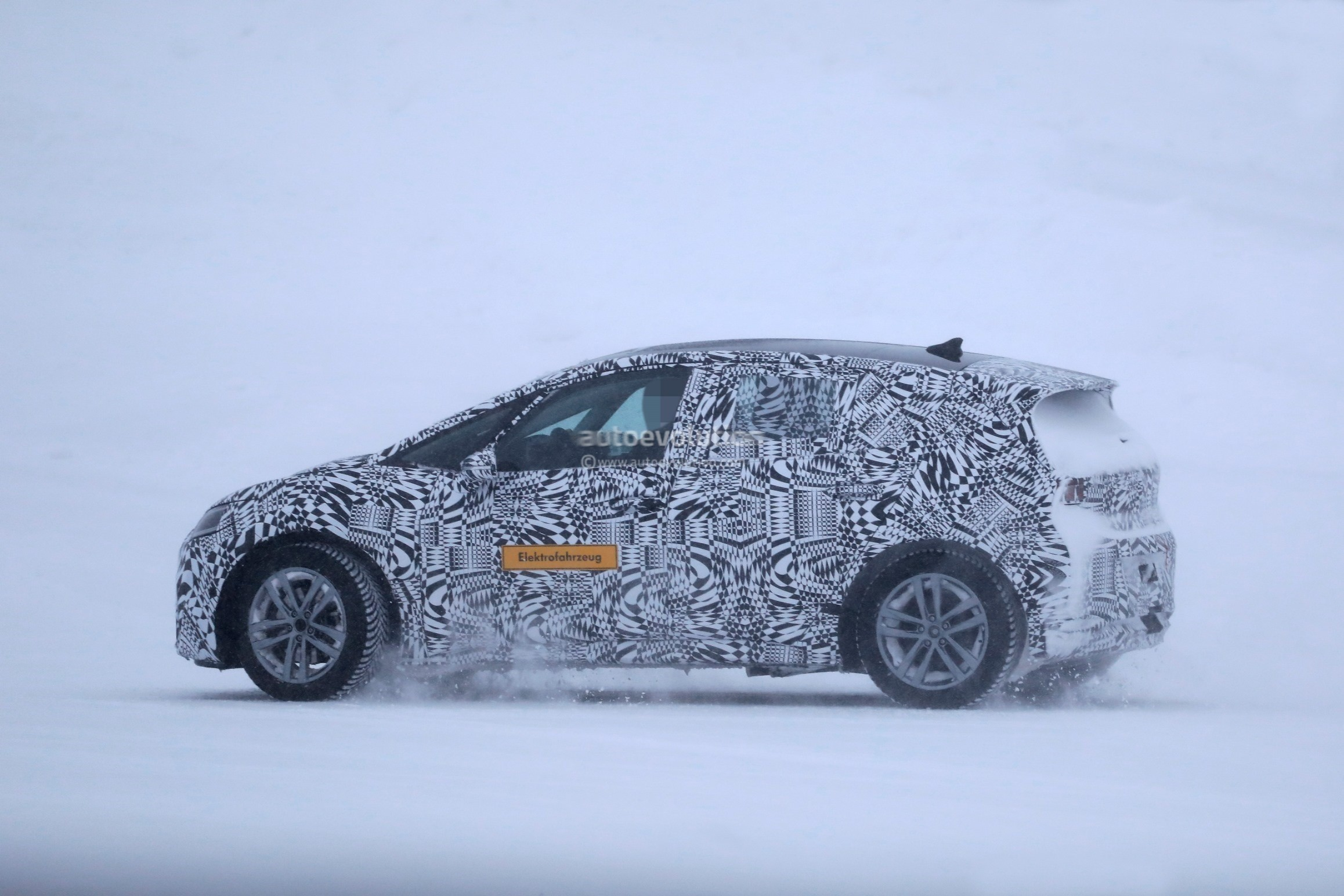 2020-volkswagen-id-spied-testing-near-the-arctic-circle_14