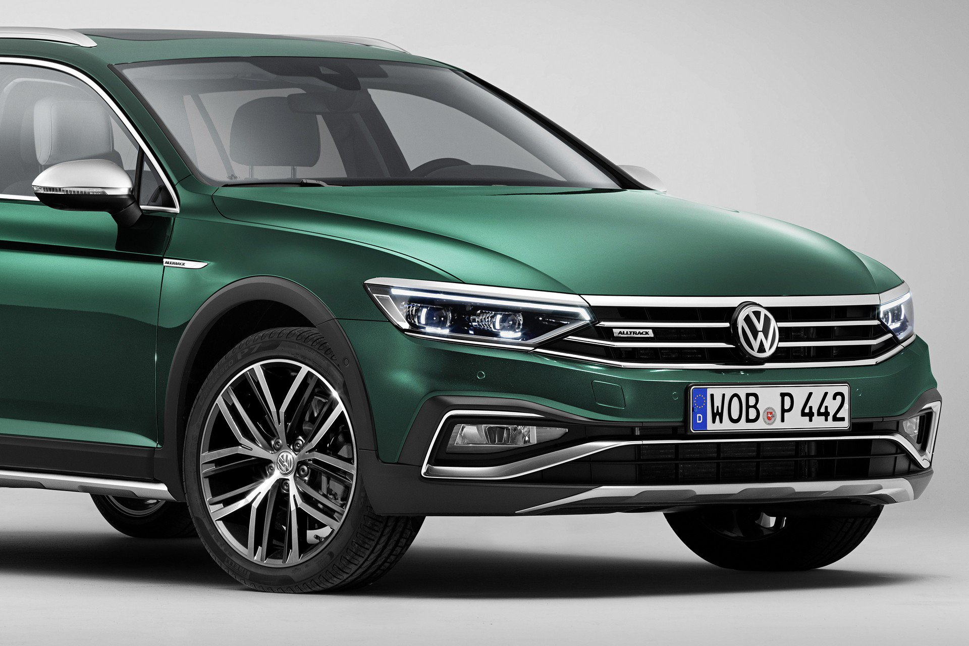 2020 Volkswagen Passat Facelift Adds Partially Automated Driving