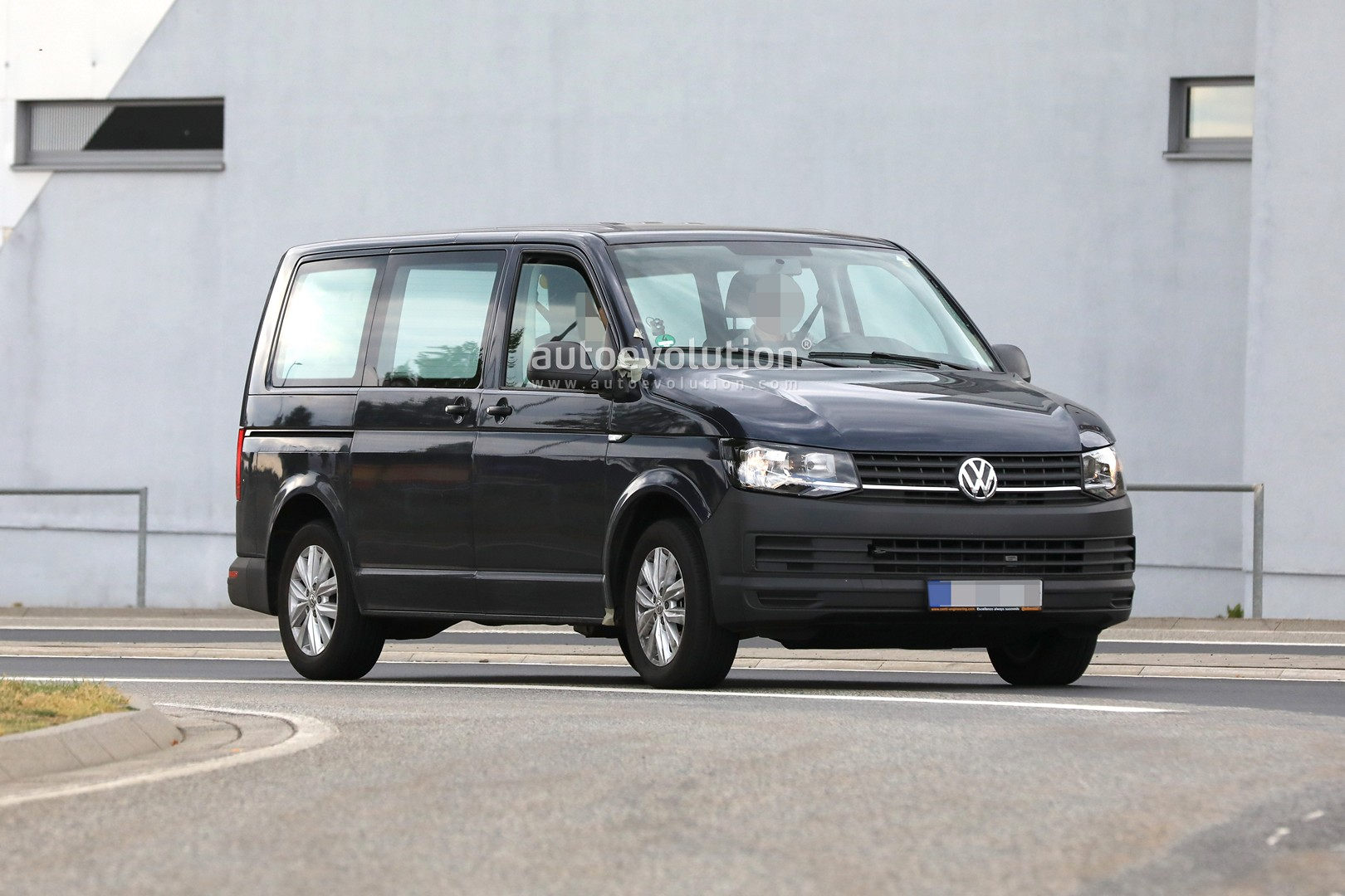 Spyshots: 2020 Volkswagen T7 Mule Might Be a Plug-in ...
