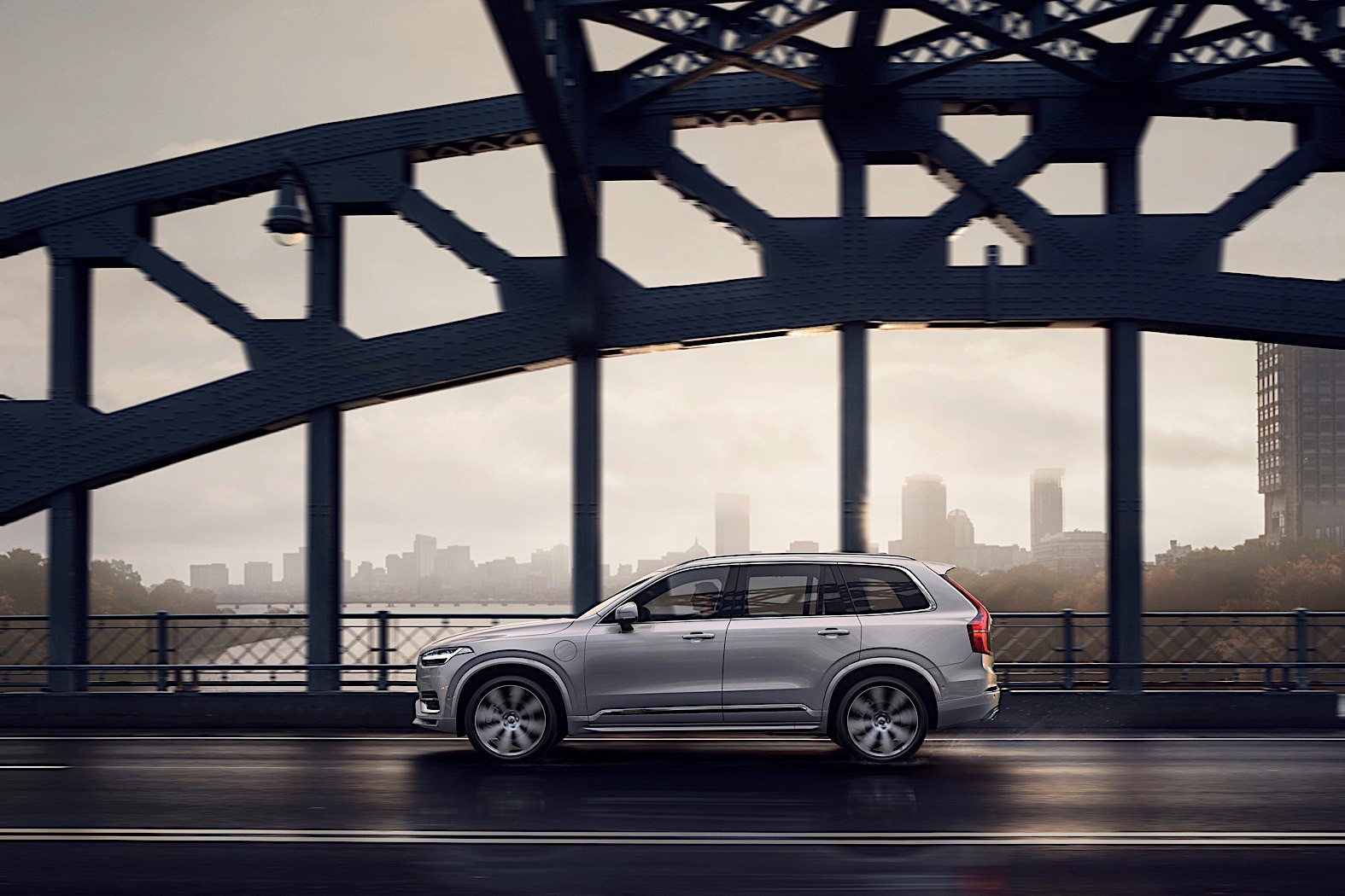 2020 volvo xc90 gets kers  adds a b to its name