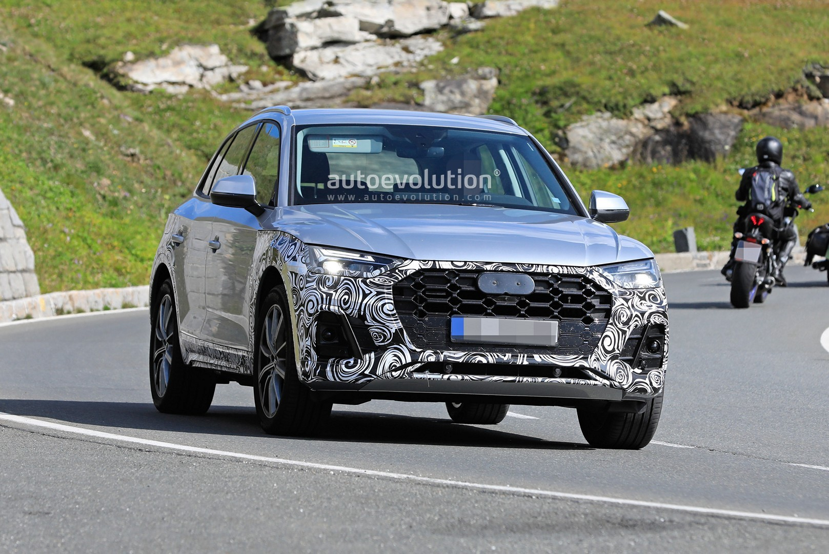 2021 Audi Q5 Facelift Looks Much Better Spotted In Silver