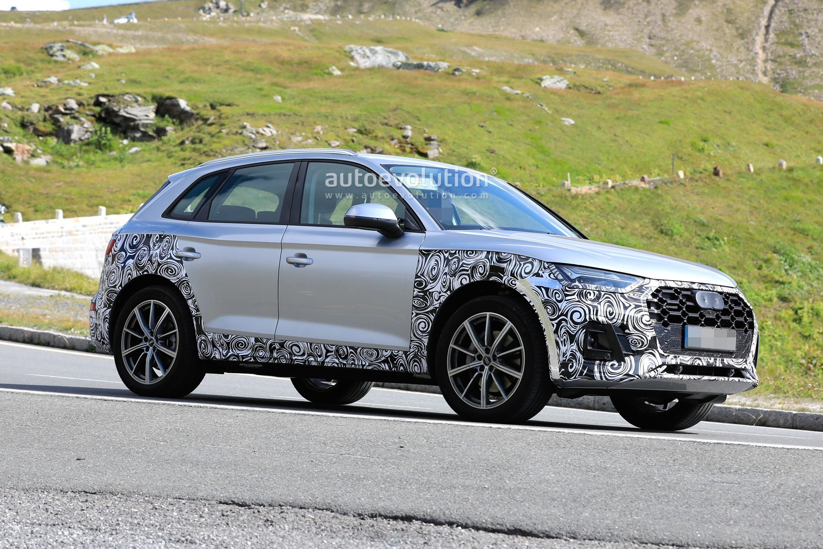 2021 Audi Q5 Facelift Looks Much Better, Spotted in Silver ...