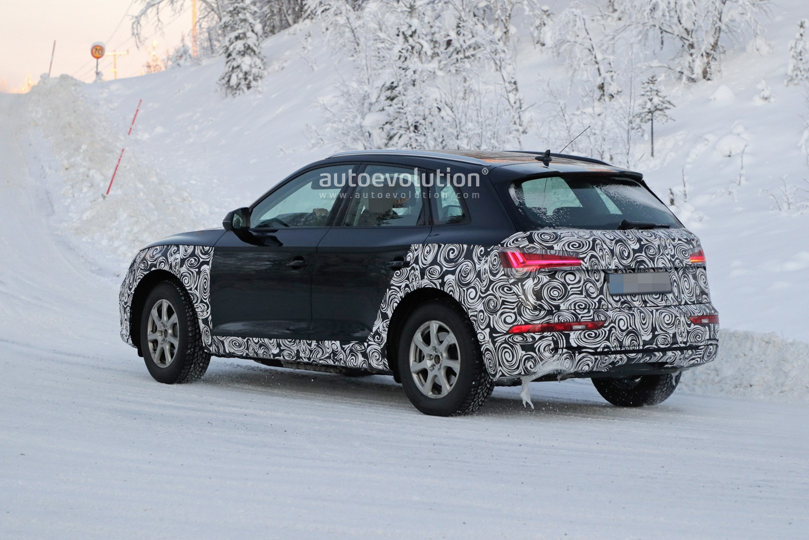 2021 audi q5 facelift spied winter testing with bigger