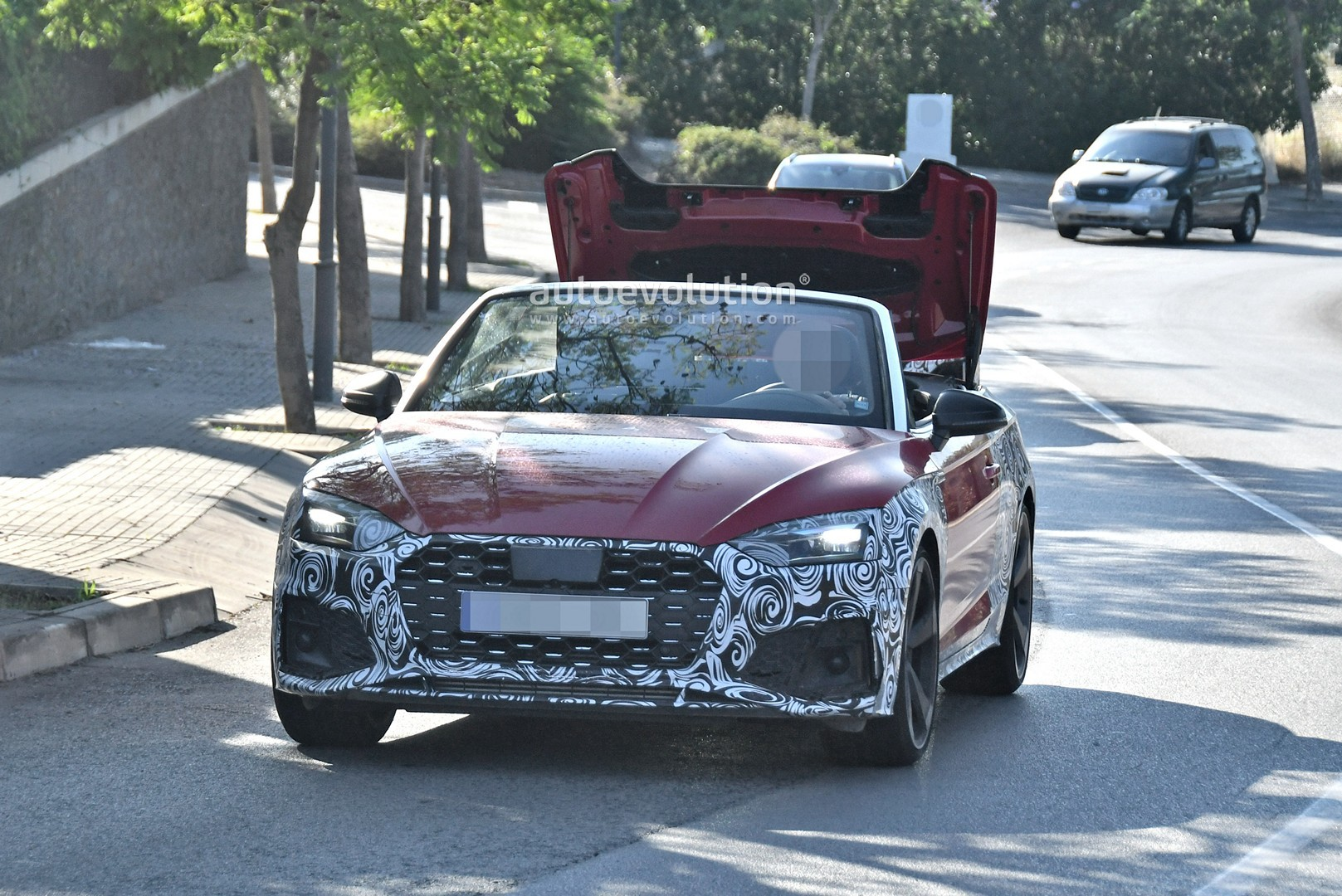 2020 - [Audi] A5 Coupé/Cab/SB restylée 2021-audi-s5-facelift-spied-with-cabrio-top-in-action-shows-minimal-changes_1