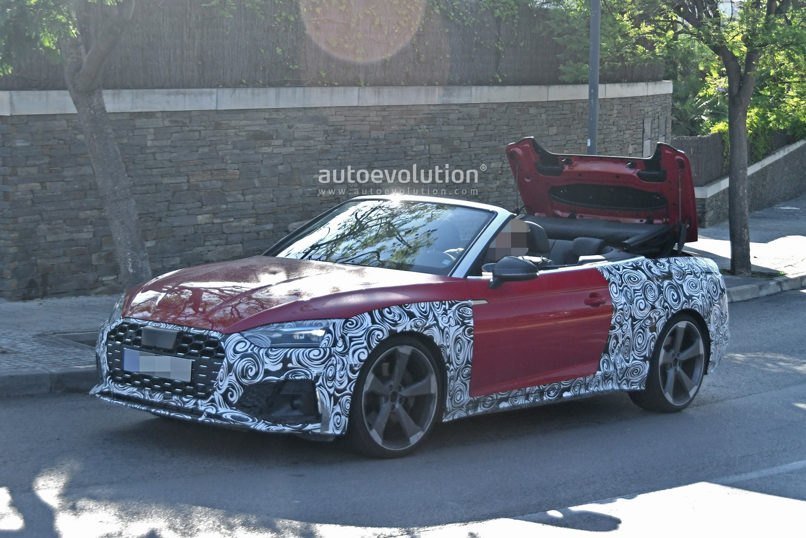 2020 - [Audi] A5 Coupé/Cab/SB restylée 2021-audi-s5-facelift-spied-with-cabrio-top-in-action-shows-minimal-changes_3