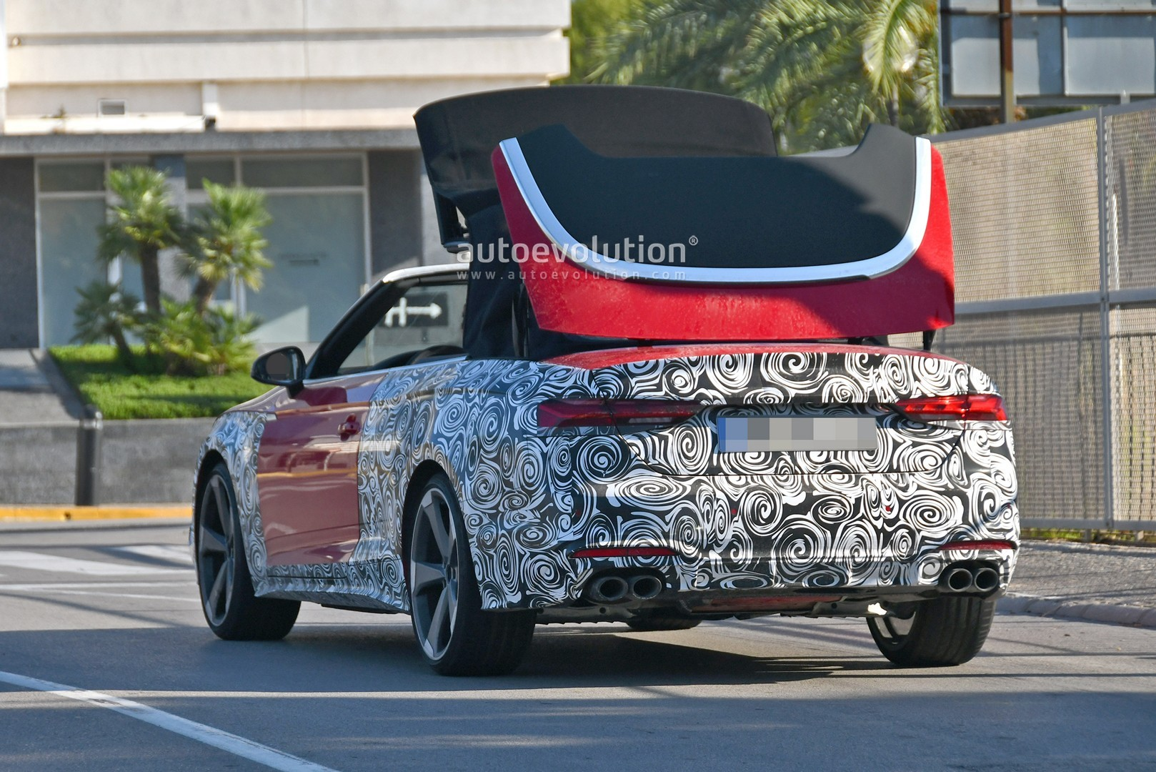 2020 - [Audi] A5 Coupé/Cab/SB restylée 2021-audi-s5-facelift-spied-with-cabrio-top-in-action-shows-minimal-changes_8