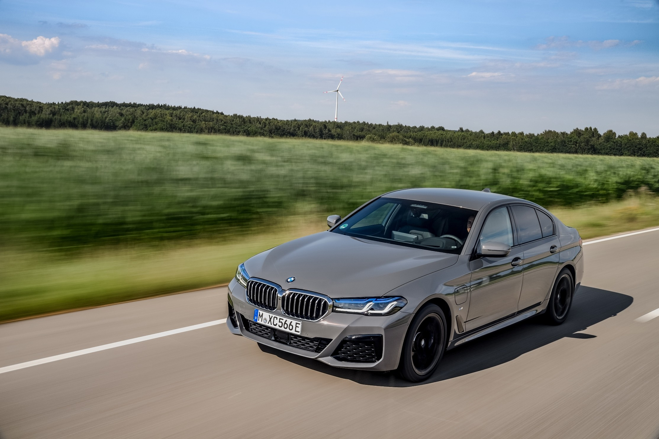 2021 BMW 5 Series Gains Powerful Plug-In Hybrid Option ...