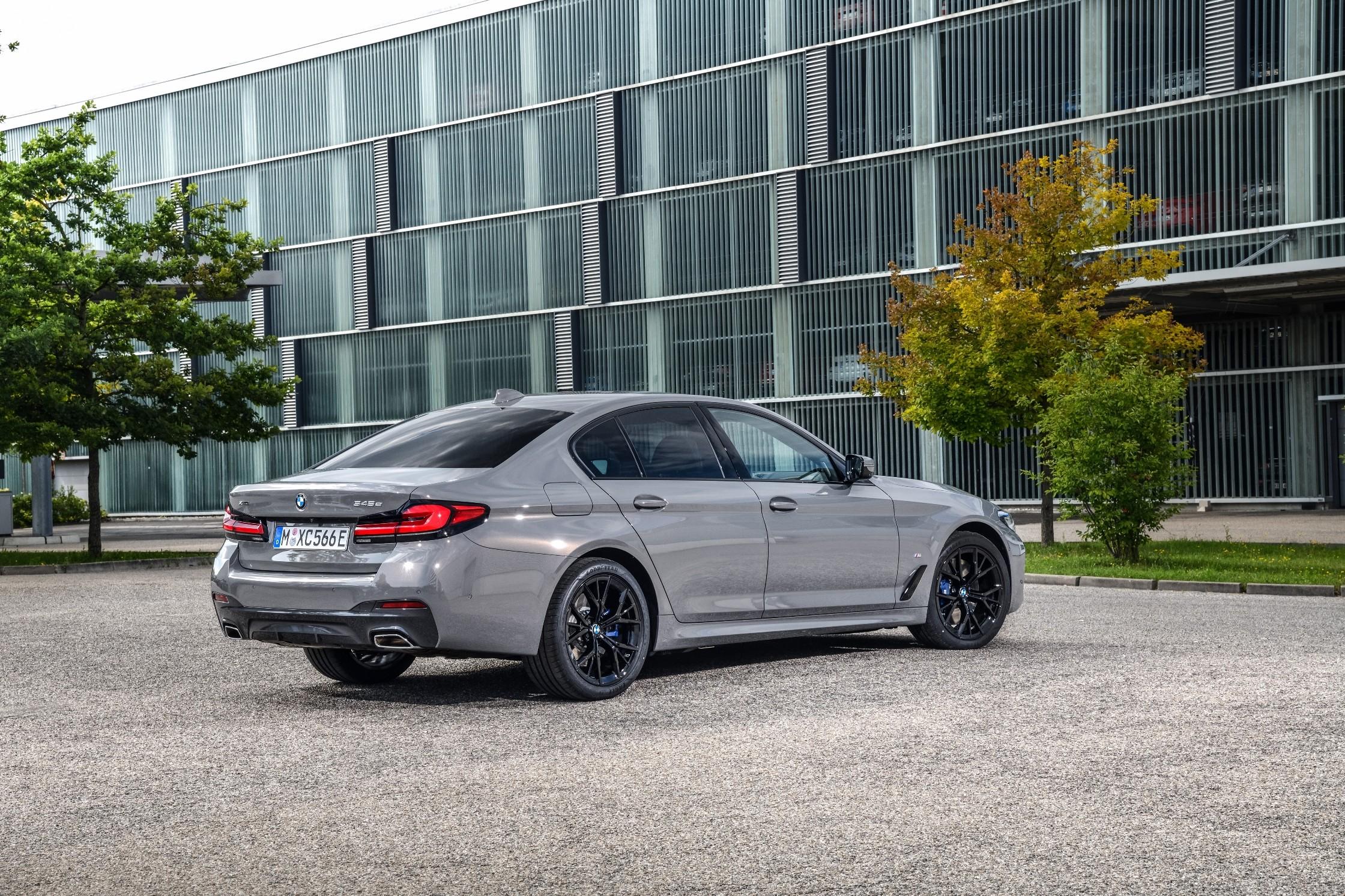 2021 BMW 5 Series Gains Powerful Plug-In Hybrid Option ...