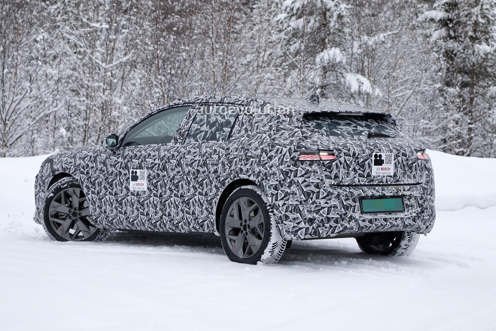 2020 - [DS Automobiles] DS 4 II [D41] - Page 8 2021-ds4-spied-for-the-first-time-looks-like-hybrid-citroen-c4_1