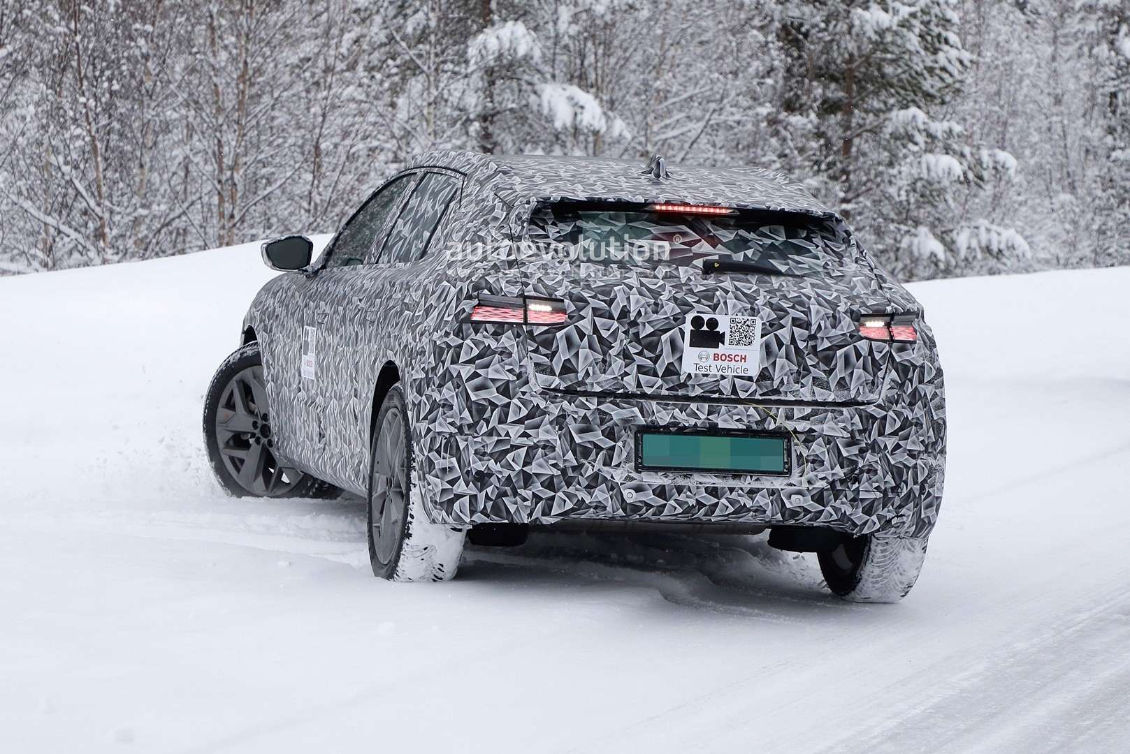 2020 - [DS Automobiles] DS 4 II [D41] - Page 8 2021-ds4-spied-for-the-first-time-looks-like-hybrid-citroen-c4_3
