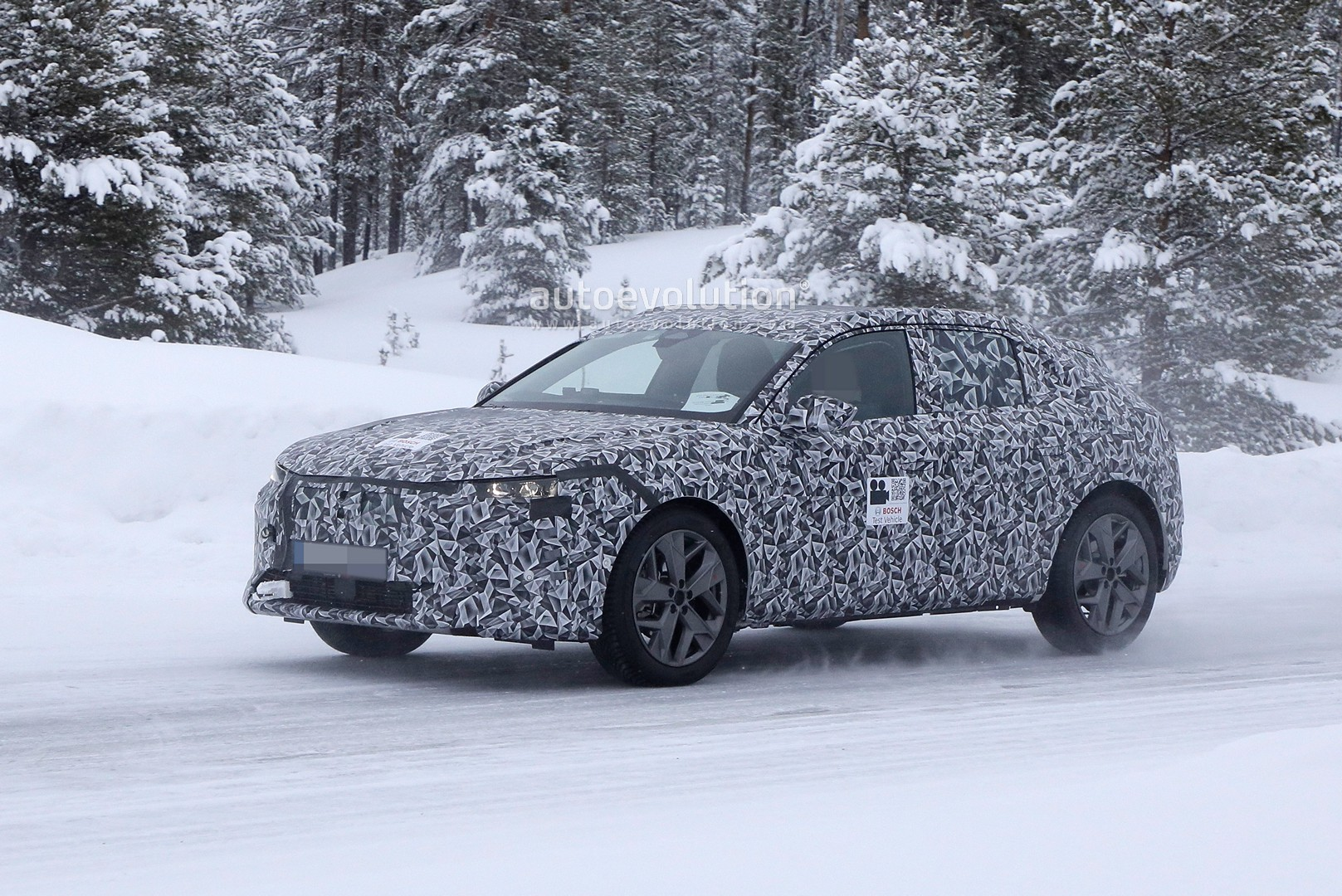 2020 - [DS Automobiles] DS 4 II [D41] - Page 8 2021-ds4-spied-for-the-first-time-looks-like-hybrid-citroen-c4_6