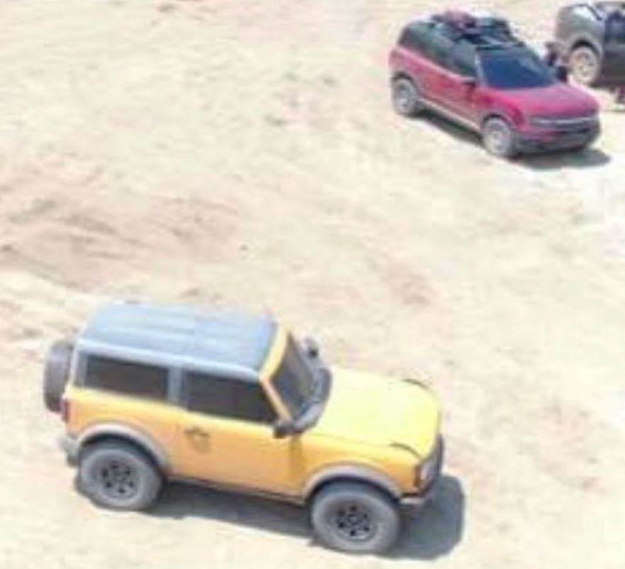 2020 - [Ford] Bronco VI - Page 3 2021-ford-bronco-2d-and-bronco-sport-badlands-apparently-spied-uncamouflaged_2