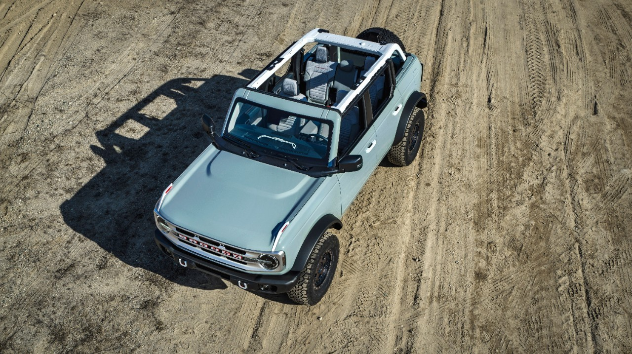 2021 Ford Bronco vs. Jeep Wrangler Comparison: Which One ...
