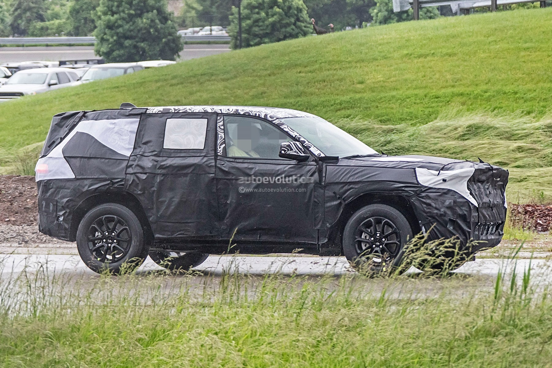 2021 jeep grand cherokee wl spied likely rides on alfa