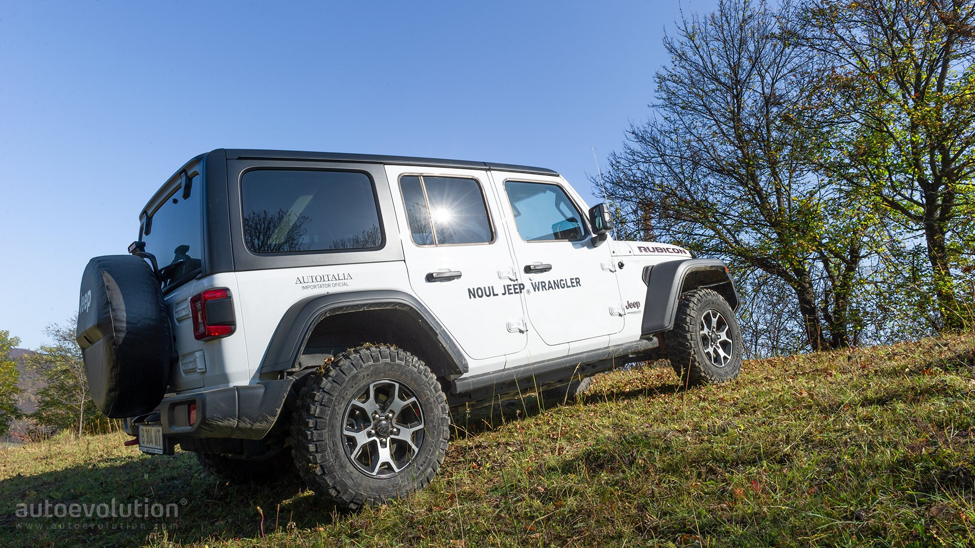 """2021 jeep wrangler features more standard equipment """"4xe"""