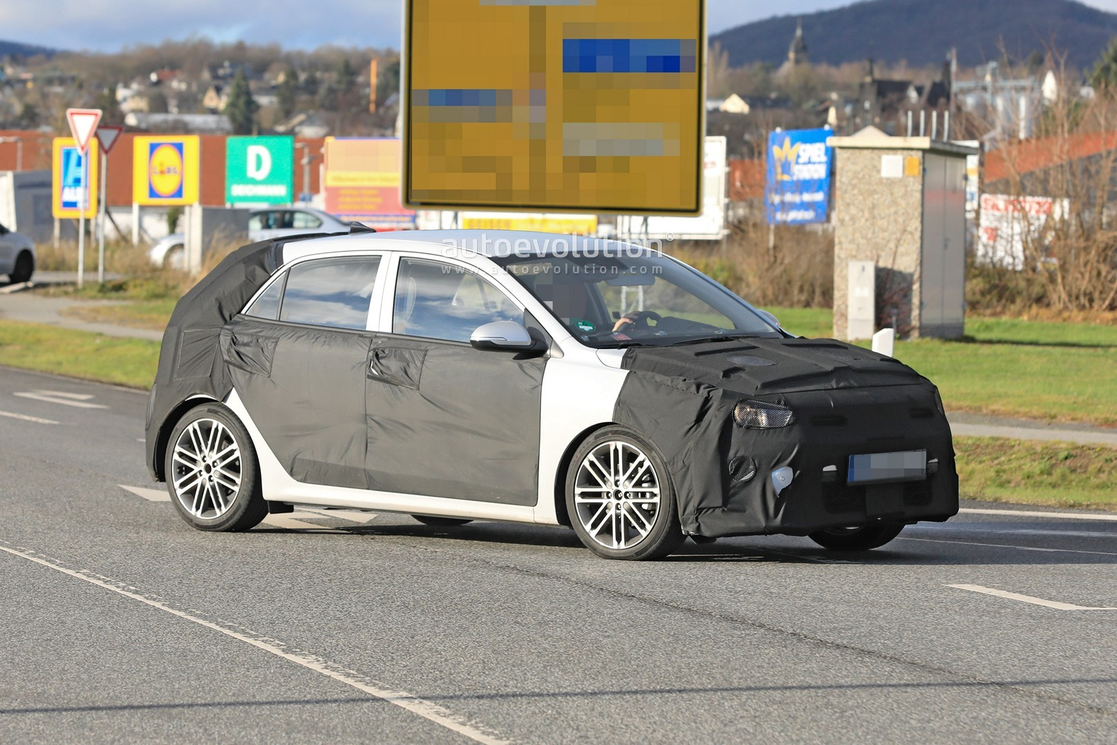2021 kia rio facelift spied for the first time  autoevolution