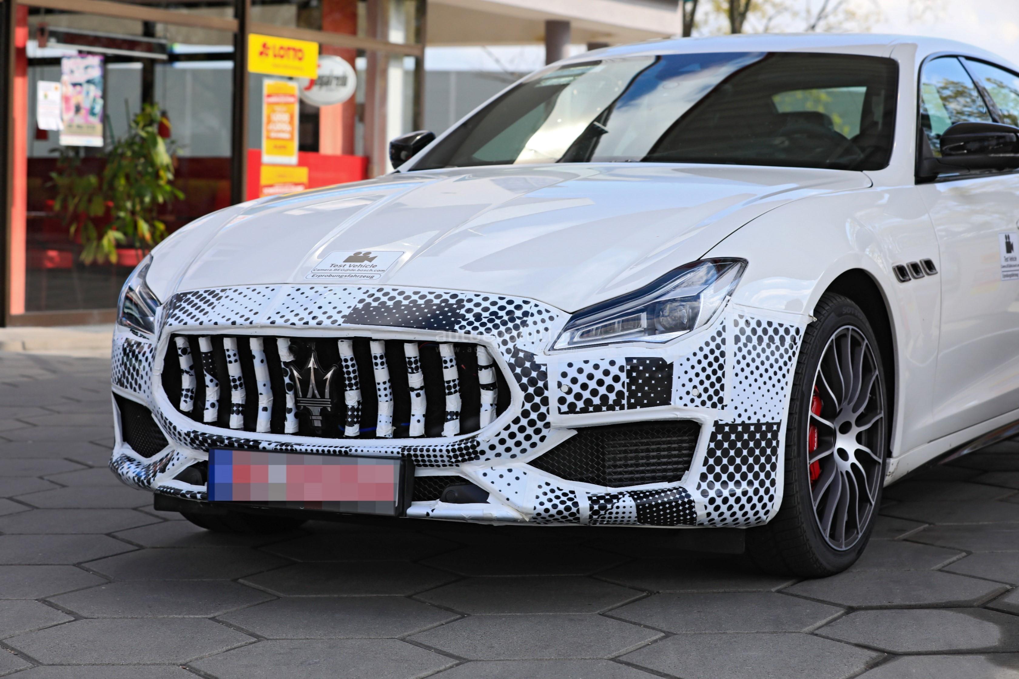 2021 Maserati Quattroporte Facelift Spied, Prototype Features FCA Uconnect 5 - autoevolution