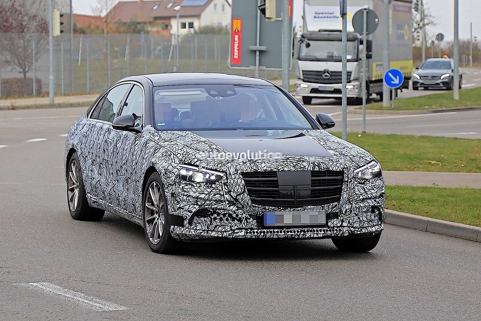 2021 mercedes-benz s-class w223 gets partially leaked
