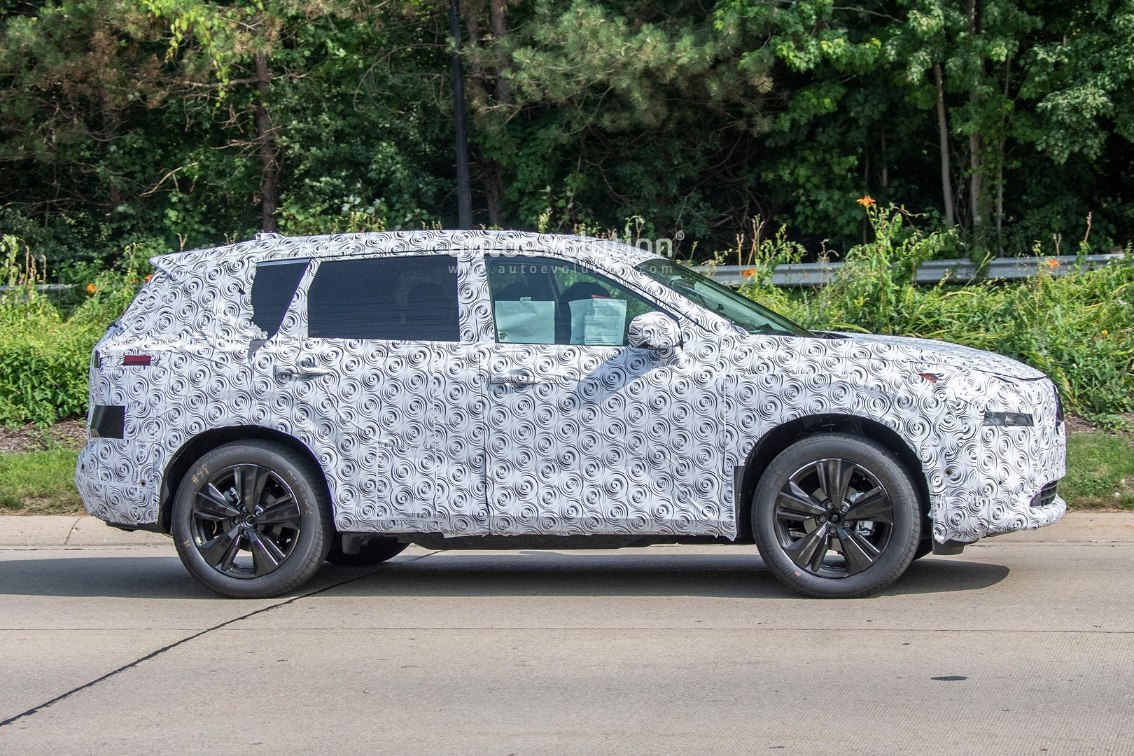 2021 nissan rogue spied testing in america  should preview european x-trail