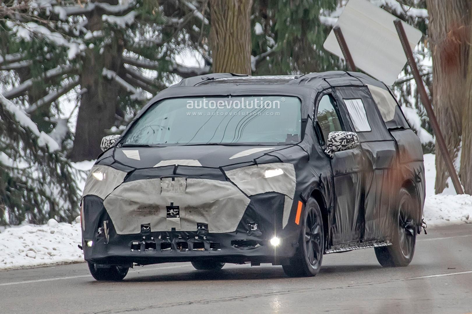 2020 - [Toyota] Sienna  2021-toyota-sienna-spied-testing-in-detroit-looks-like-a-bigger-modern-minivan_1