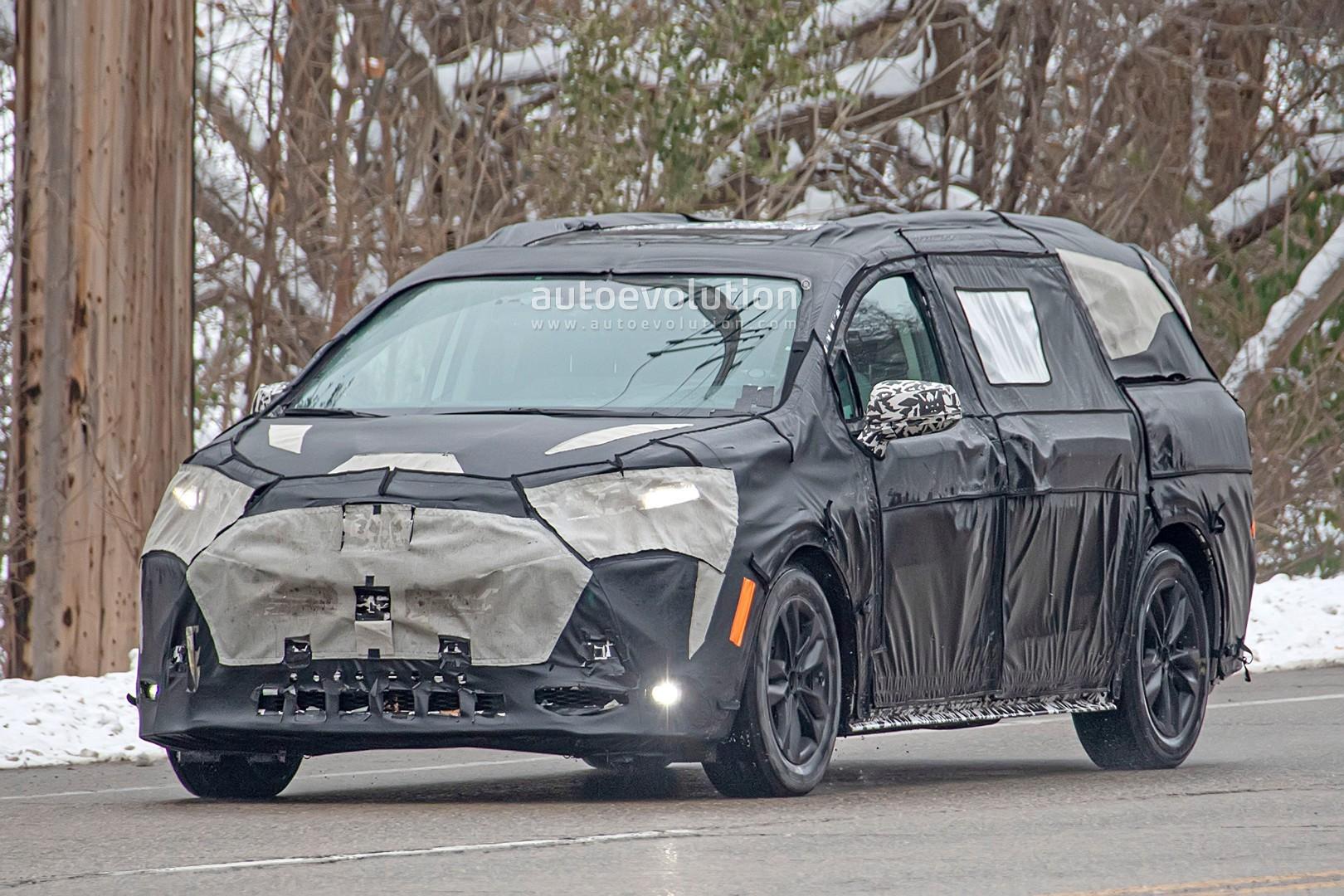 2020 - [Toyota] Sienna  2021-toyota-sienna-spied-testing-in-detroit-looks-like-a-bigger-modern-minivan_2
