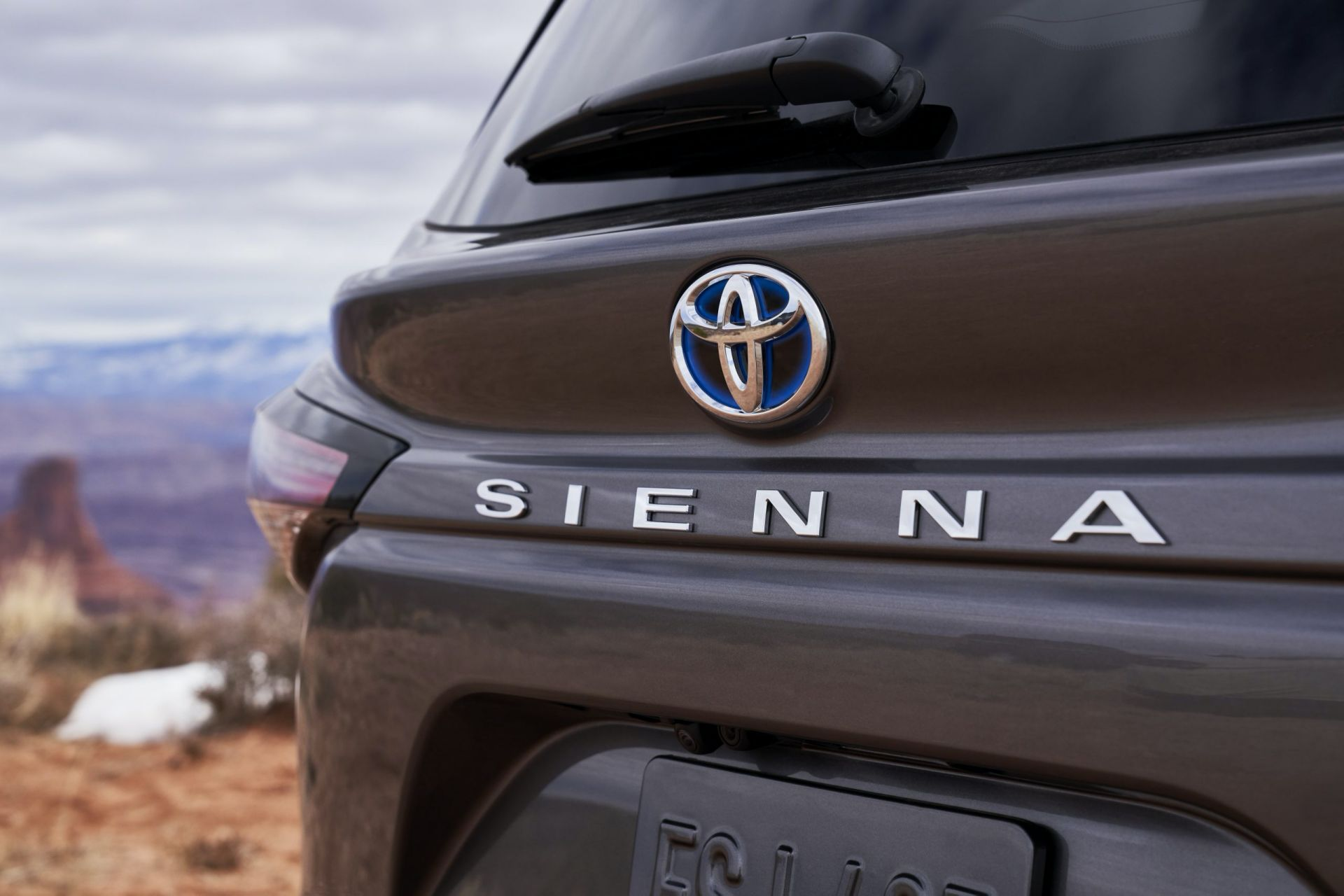 sienna toyota 2021 hybrid awd minivan unveiled bold refrigerator autoevolution goes passengers changes wait steve including says platinum drive wheel