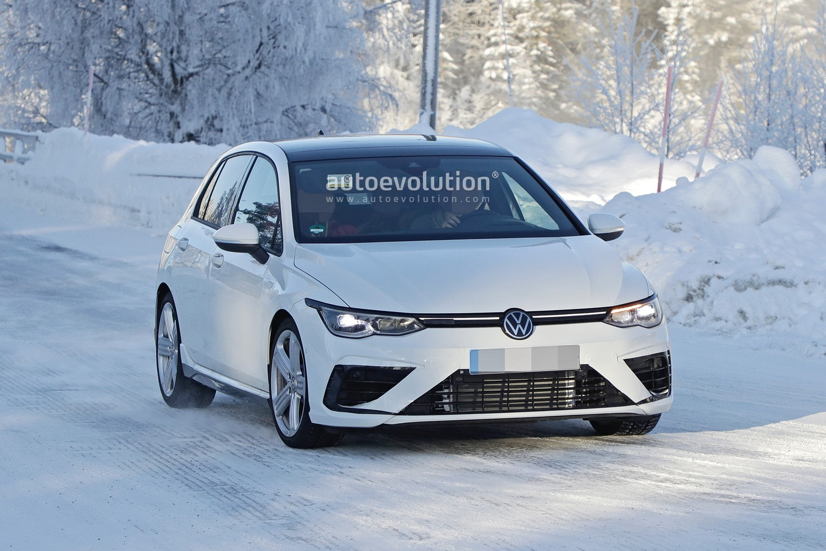 2021 volkswagen golf r spied production body looks subtle autoevolution 2021 volkswagen golf r spied