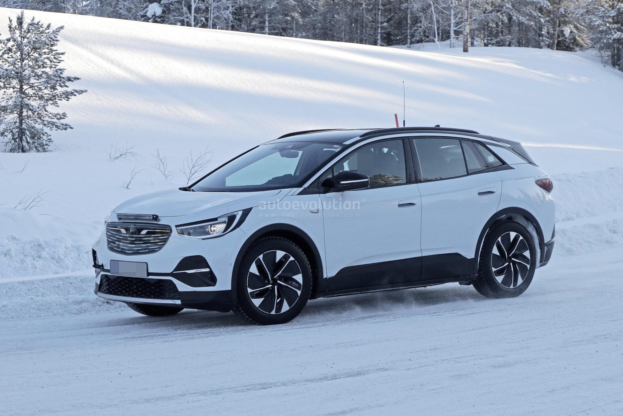 2021 volkswagen id4 electric crossover spied with opel